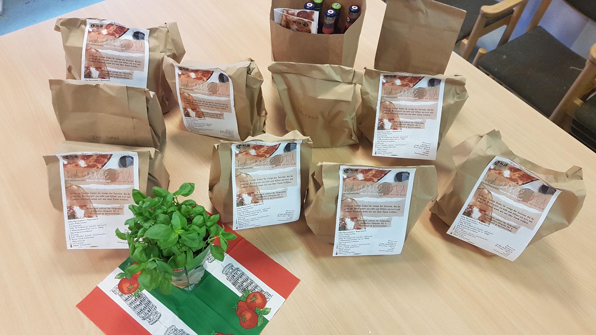 Am Morgen wurden die Zutaten-Tüten für alle TeilnehmerInnen gepackt...