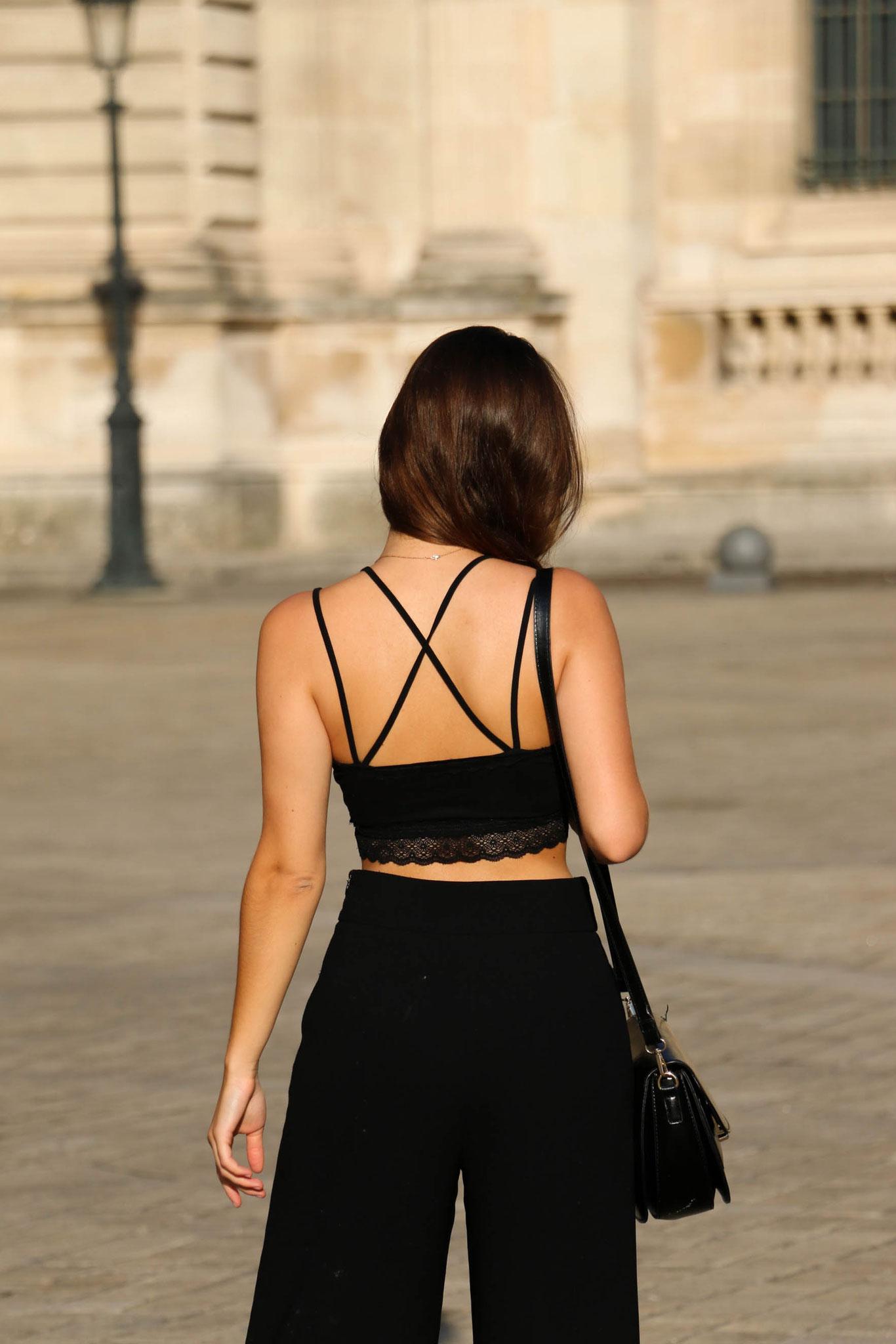 Black outfit, Paris, Louvre, Carmen Schubert