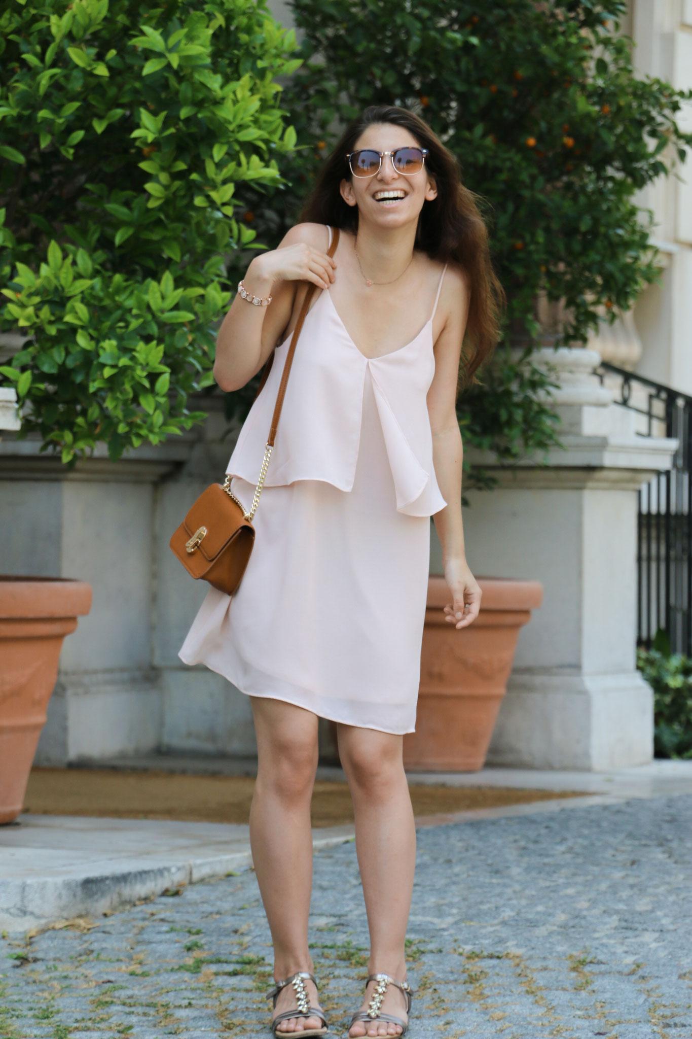 by Carmen Carmen Schubert roségold roséfarbenes Kleid Nizza