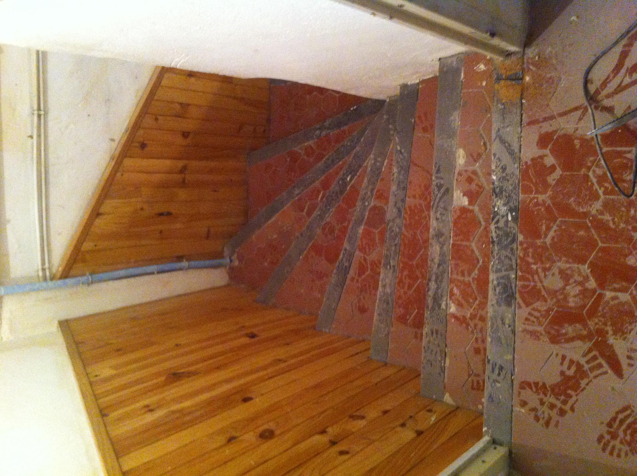 Rénovation d'une cage à escalier immeuble AVANT