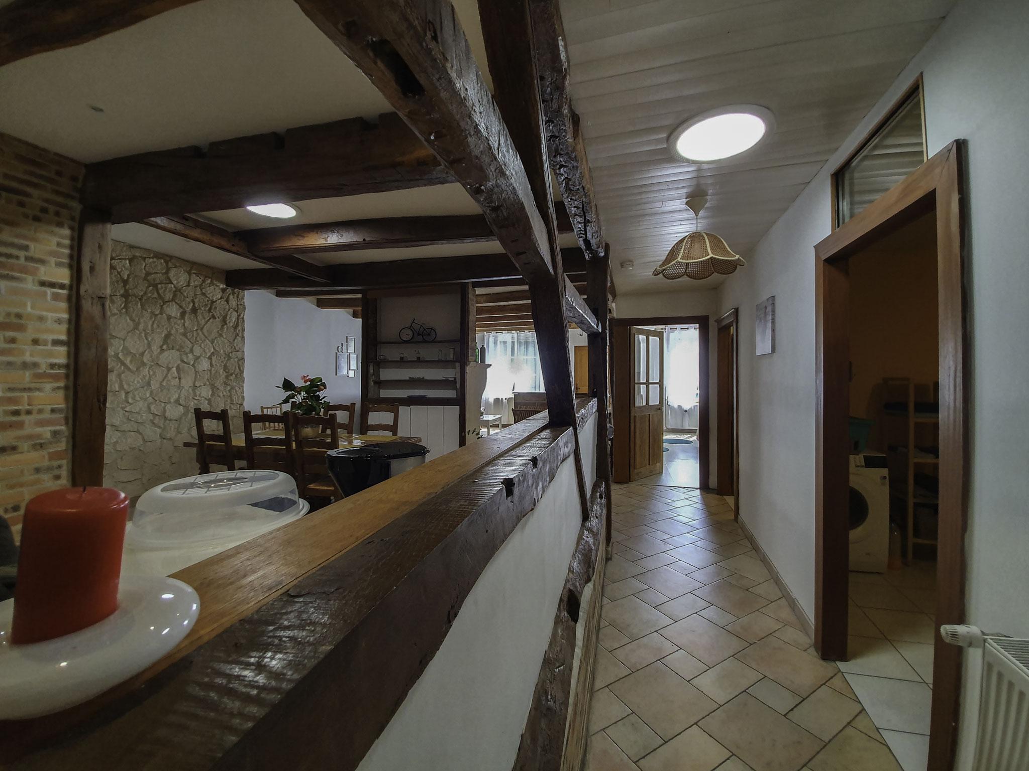 Vue sur cuisine et salon - Gîte de l'étrier en Meuse