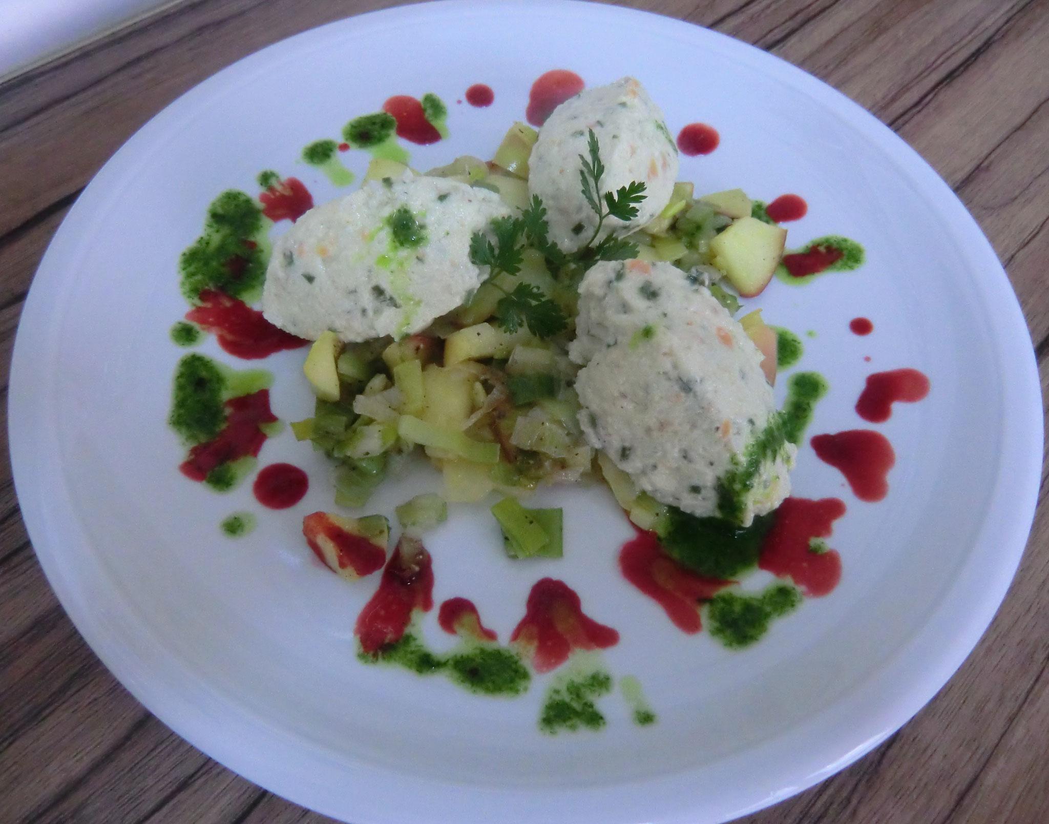 Kräuter-Grießnocken - Apfel-Lauch-Gemüse