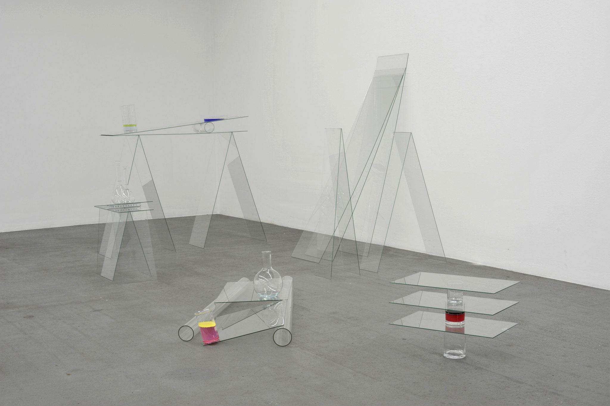 Equilibrio; 2010; Installation; Glas, Wasser, Farbe; Grösse variabel
