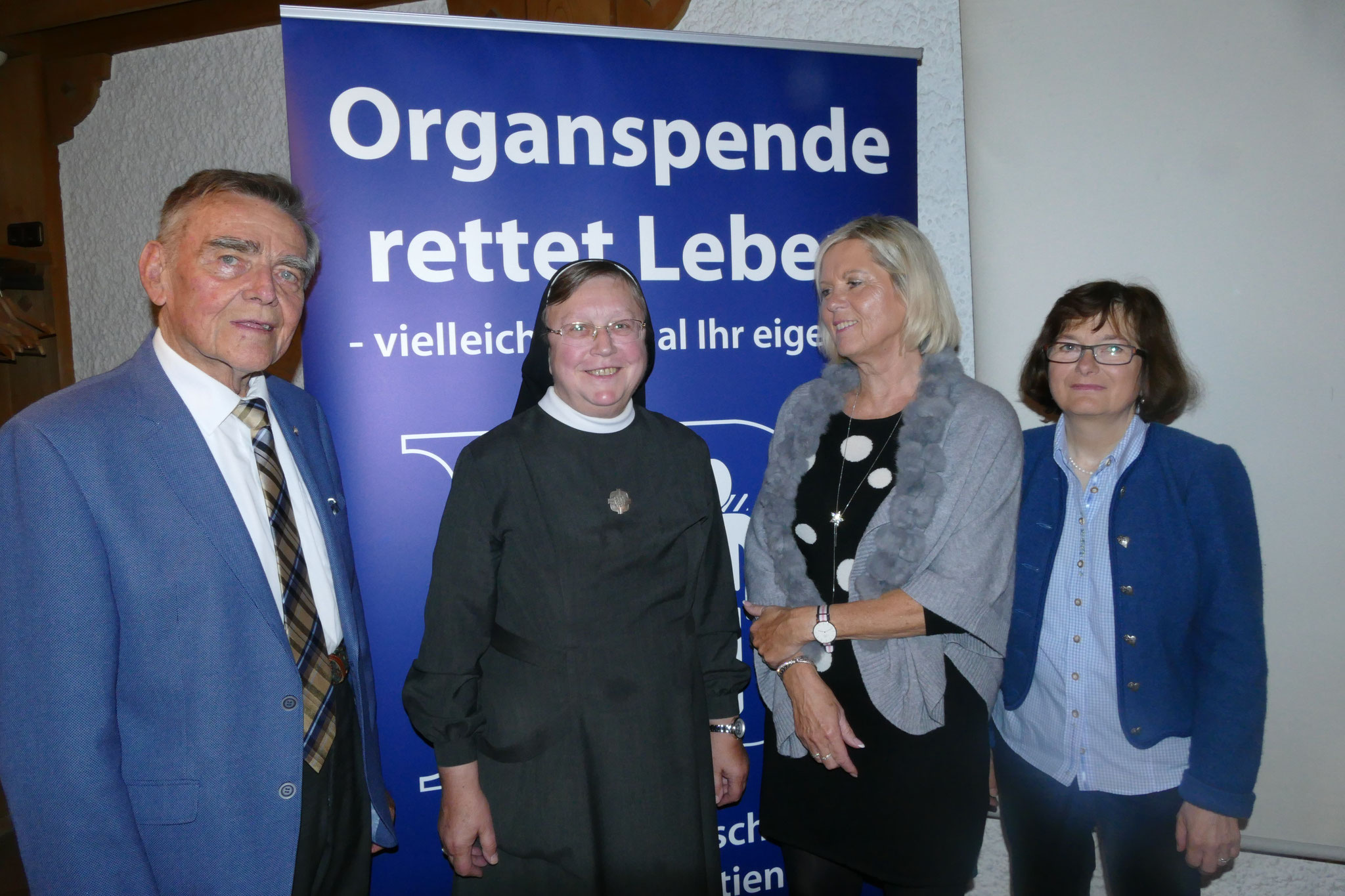 Das neue Vorstandsteam (von links): Ehrenvorsitzender Siegfried Bäumel,  Sr. M. Irmgard Bräundl, Brigitte Roth und  Maria Hopfensperger