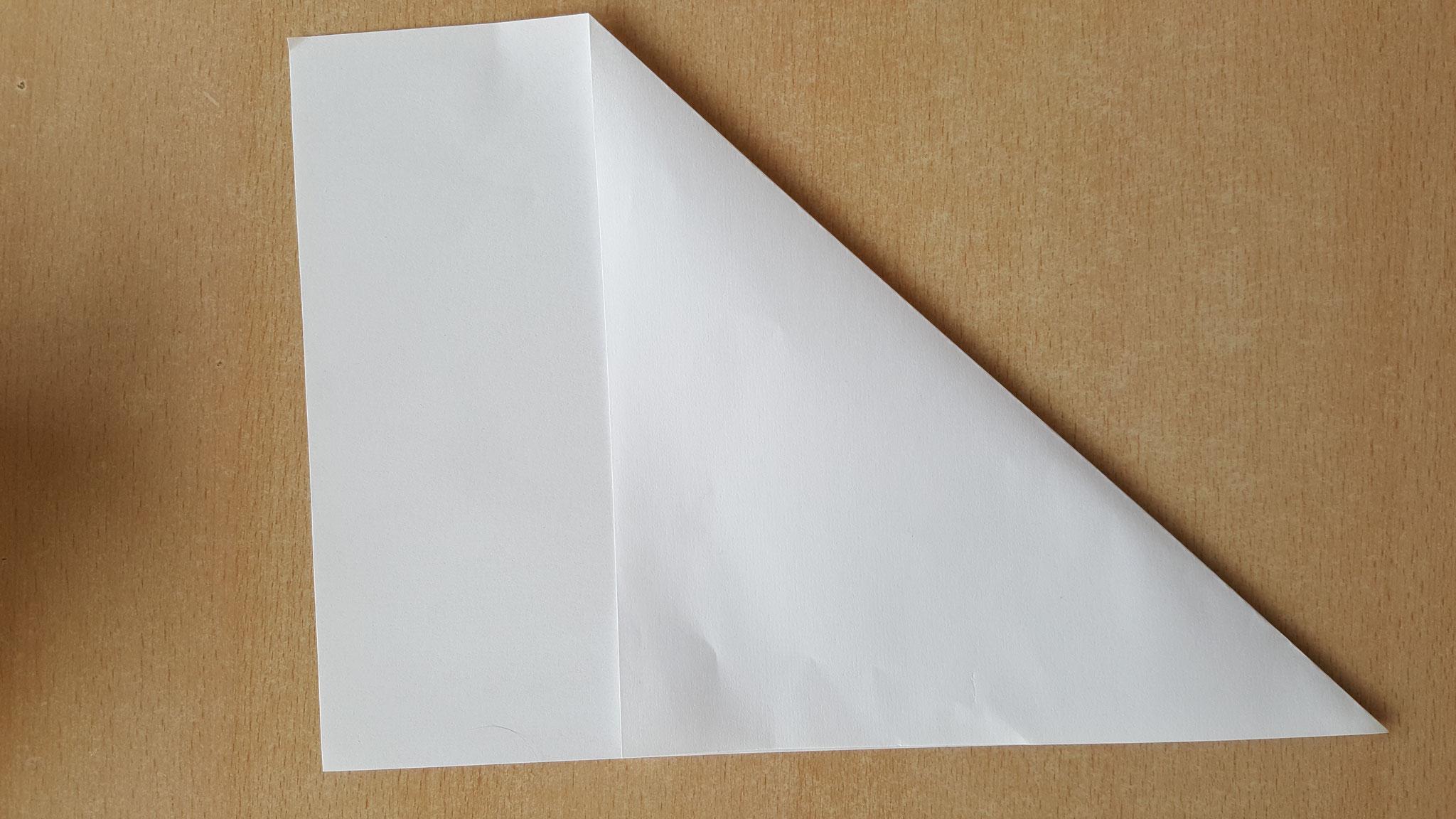 Plier une fois une feuille de papier A4