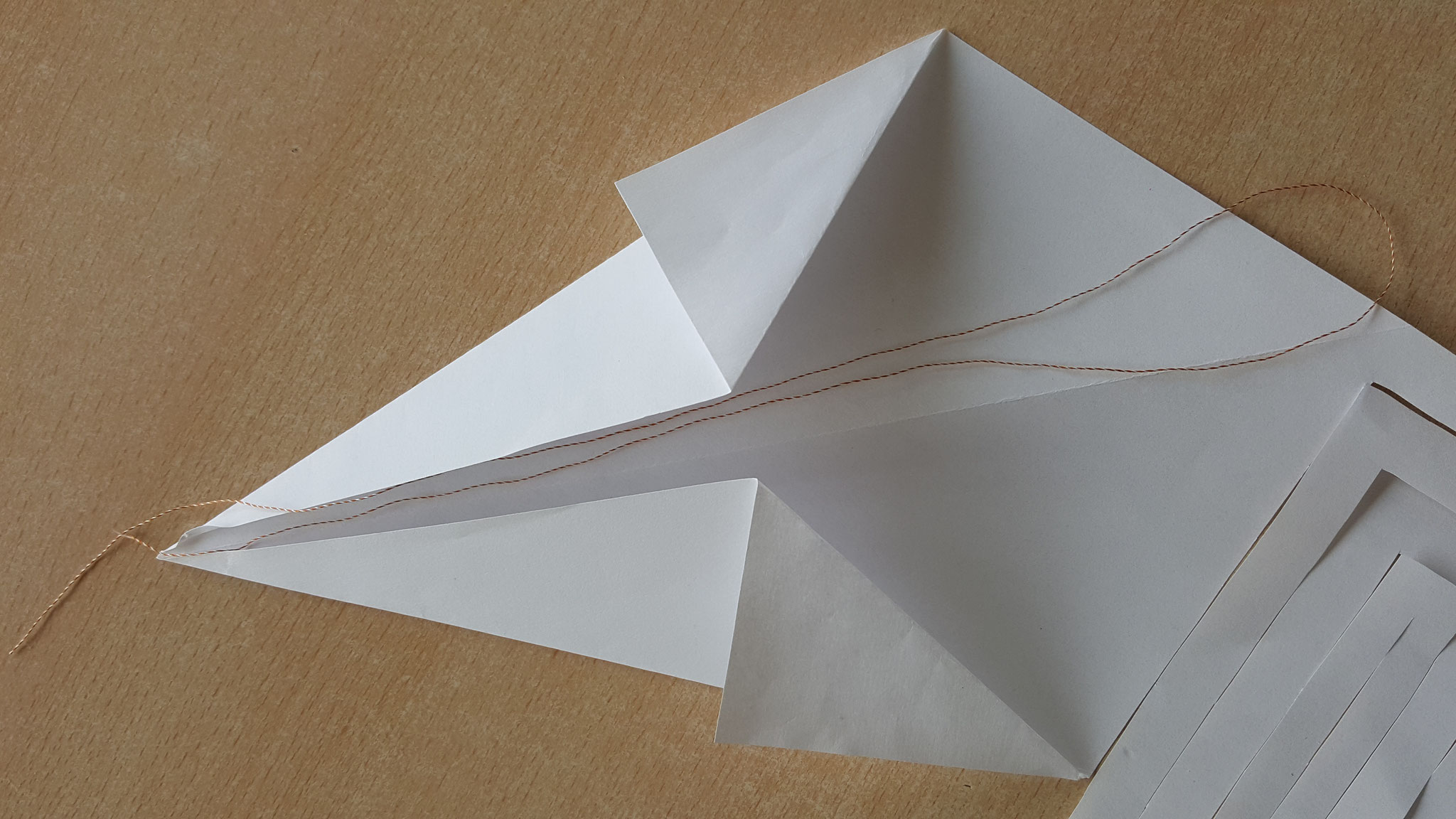 La bride mesure environ 2 fois la longueur du cerf-volant