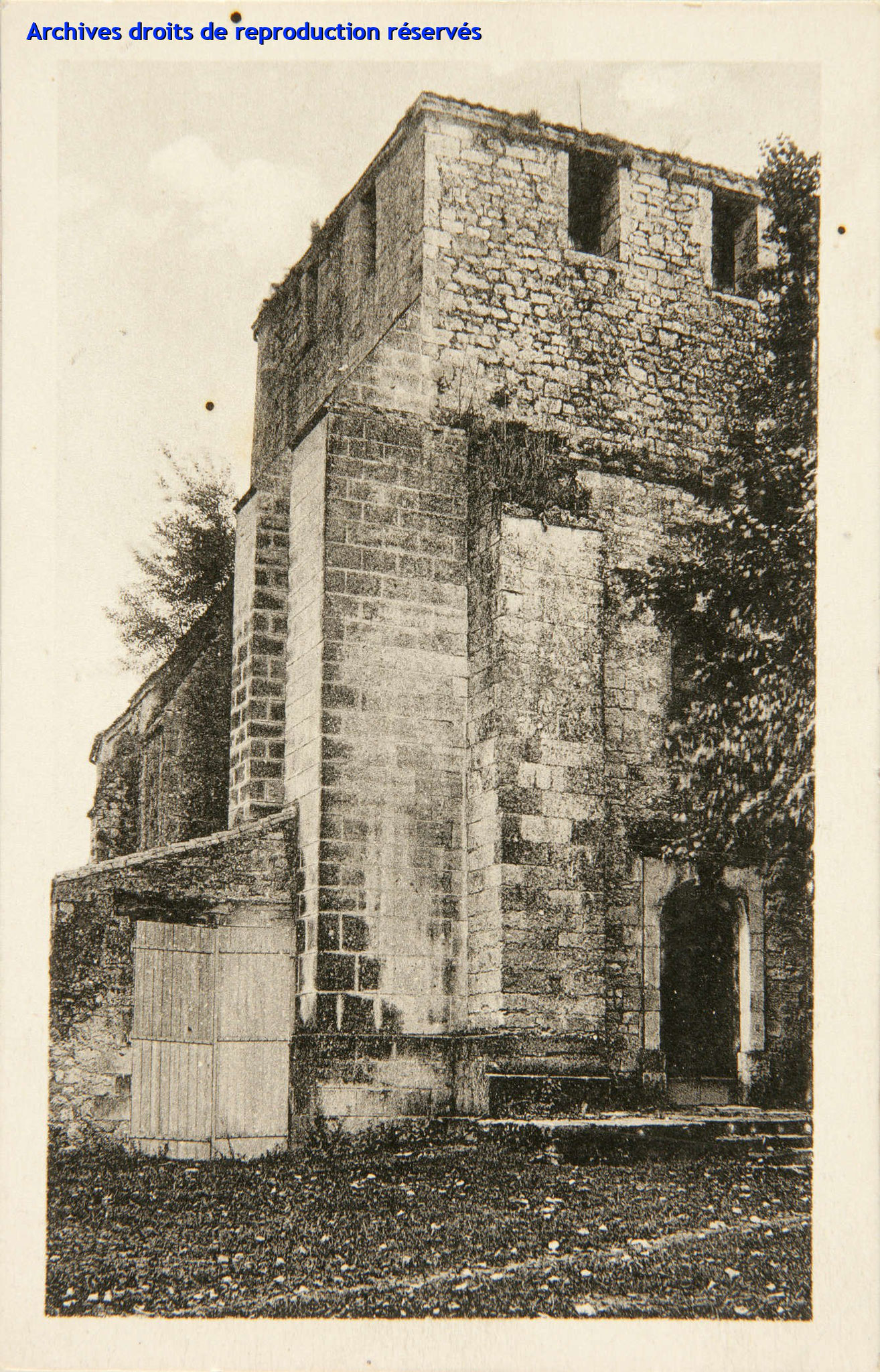 Carte postale 4029 - A.G.A - La Charente pittoresque - FOUQUEBRUNE Eglise (Source : Archives départementales)