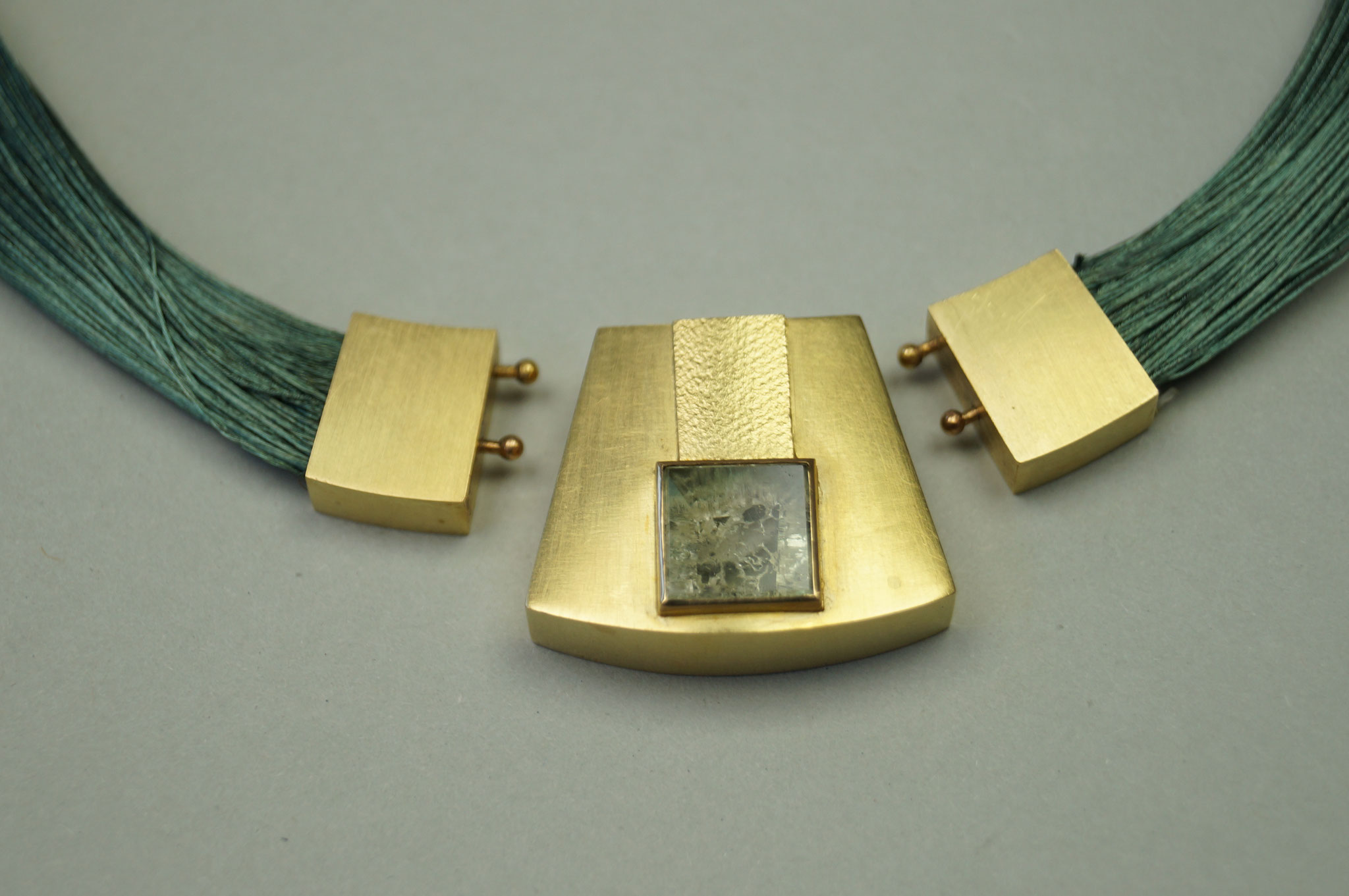Anhänger aus 750er Gold mit grünem Beryll