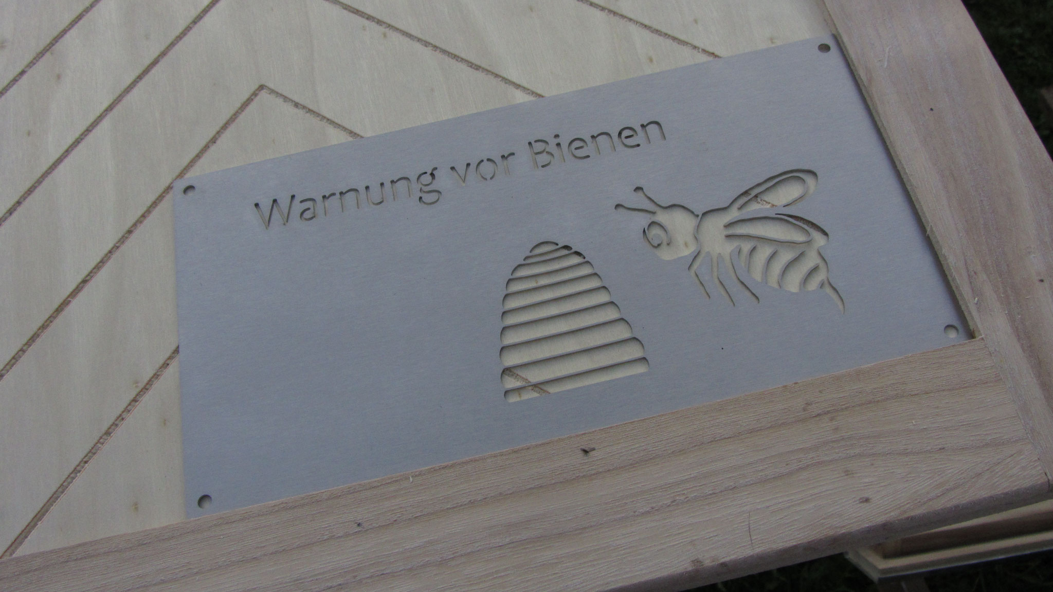 In diesem Schaukausten werden Bienen wohnen