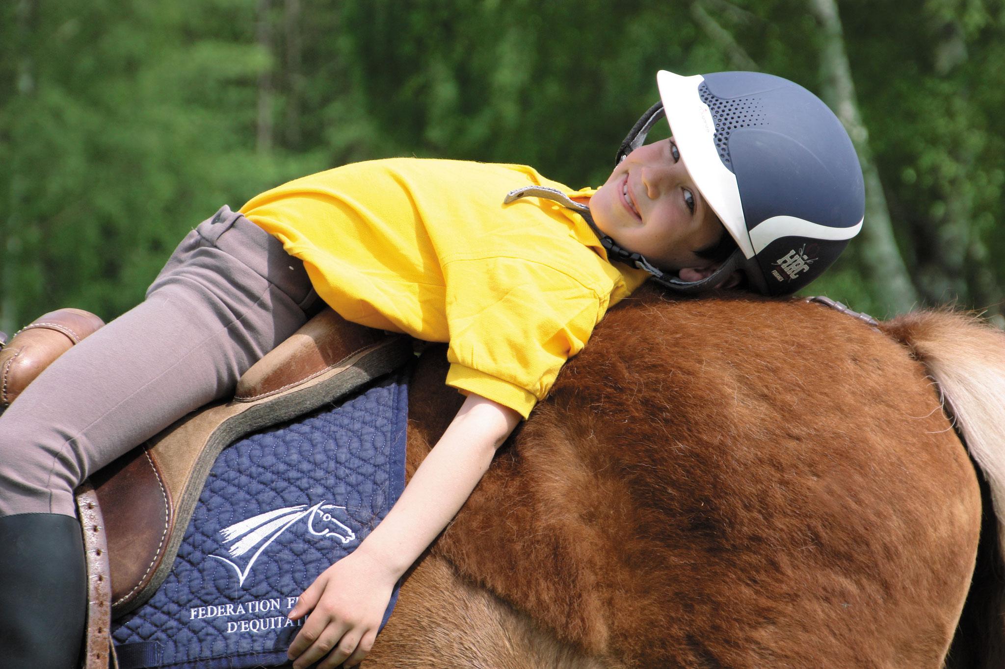 Le poney, un partenaire de jeu idéal