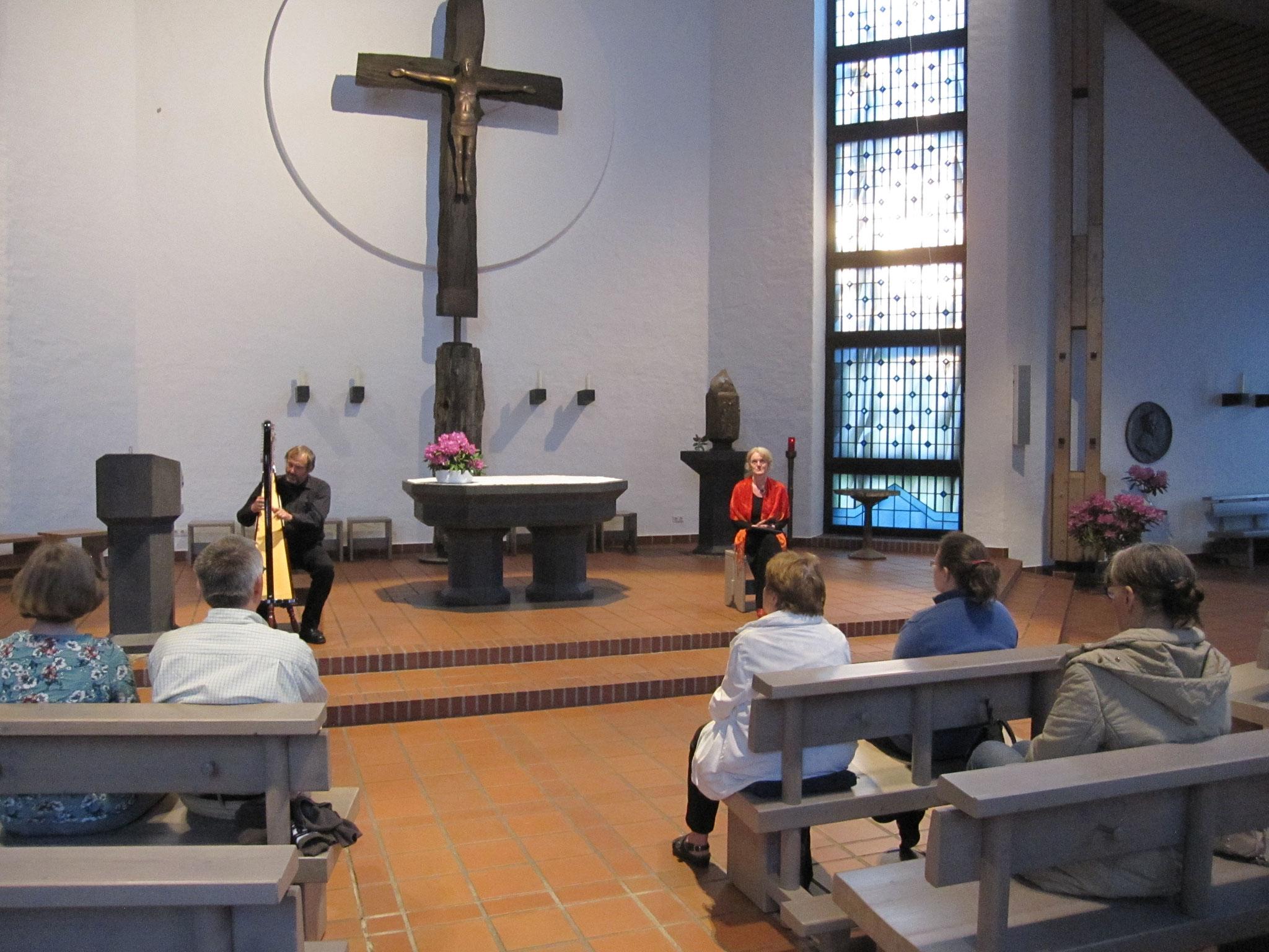 "21. Mai 2017 ""Über die Endlichkeit des Lebens"", St. Thomas Morus Hamburg-Stellingen, Rezitation Ines Kristiana Maria Hinz, Harfe Stefan Battige"