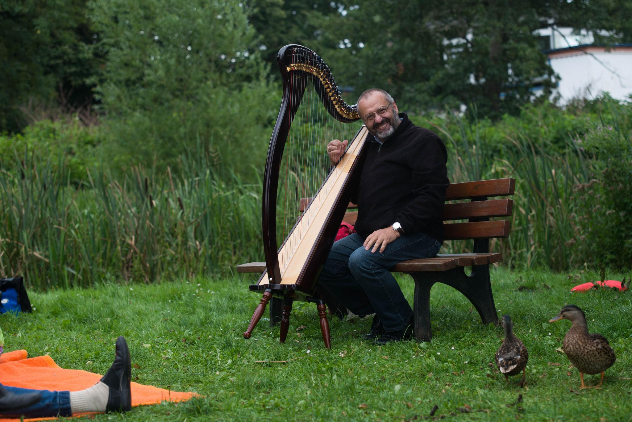 "20. August 2017 Abendsalon open air ""Harfe küßt Märchen"" Stefan Battige, Mölln; Liebesinsel im Putbusser Park"
