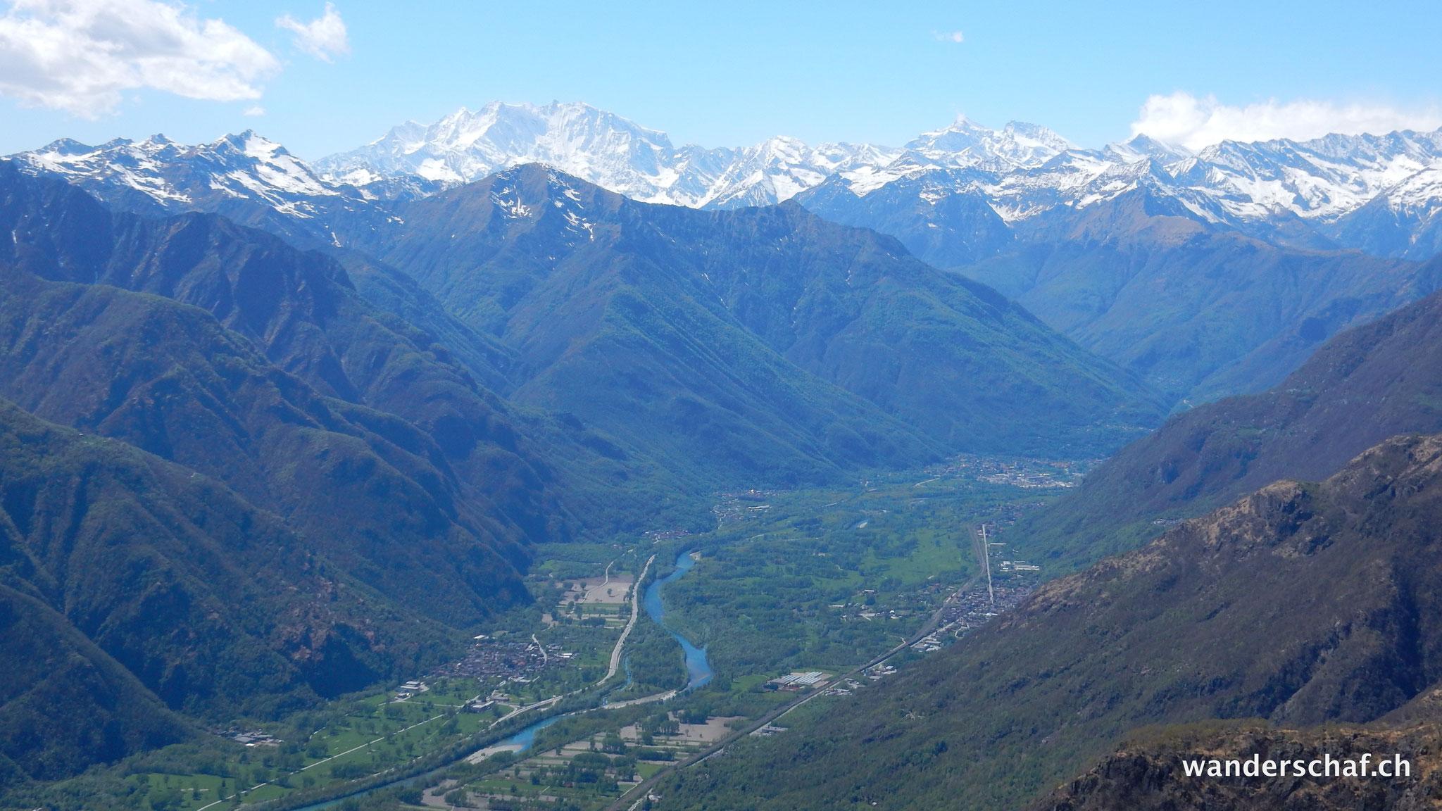 Valle d'Ossola mit Monte Rosa im Hintergrund