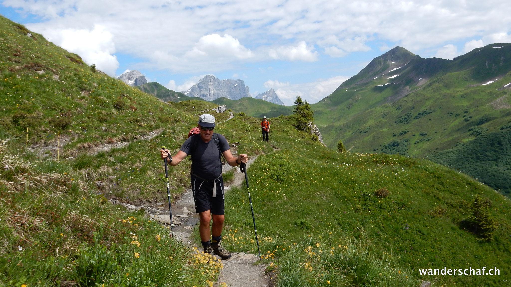 auf dem Prättigauer Höhenweg geht's zur Schesaplanahütte