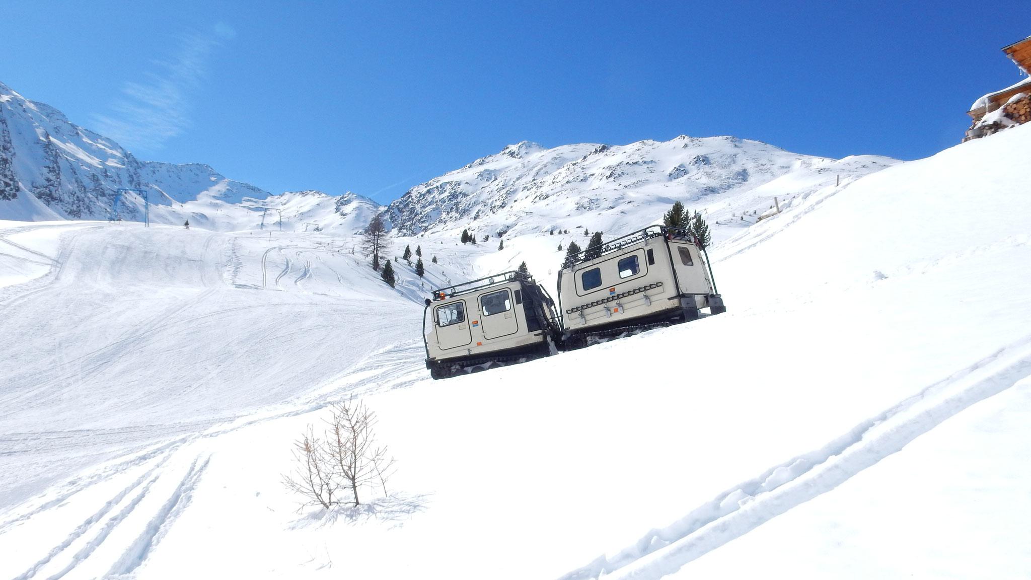 der Lift vom Tal rauf ist nicht mehr in Betrieb, der Transport erfolgt mit diesem Gefährt
