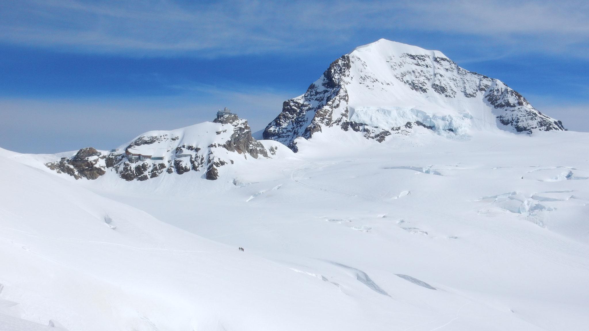 Blick zurück; Jungfraujoch und Mönch
