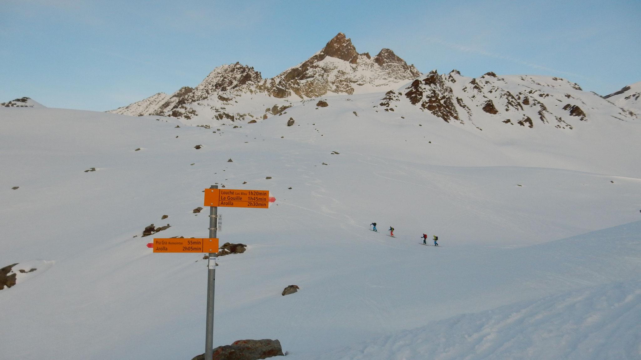 die englischen Bergführeraspiranten gehen Richtung Aig. Rouges hoch