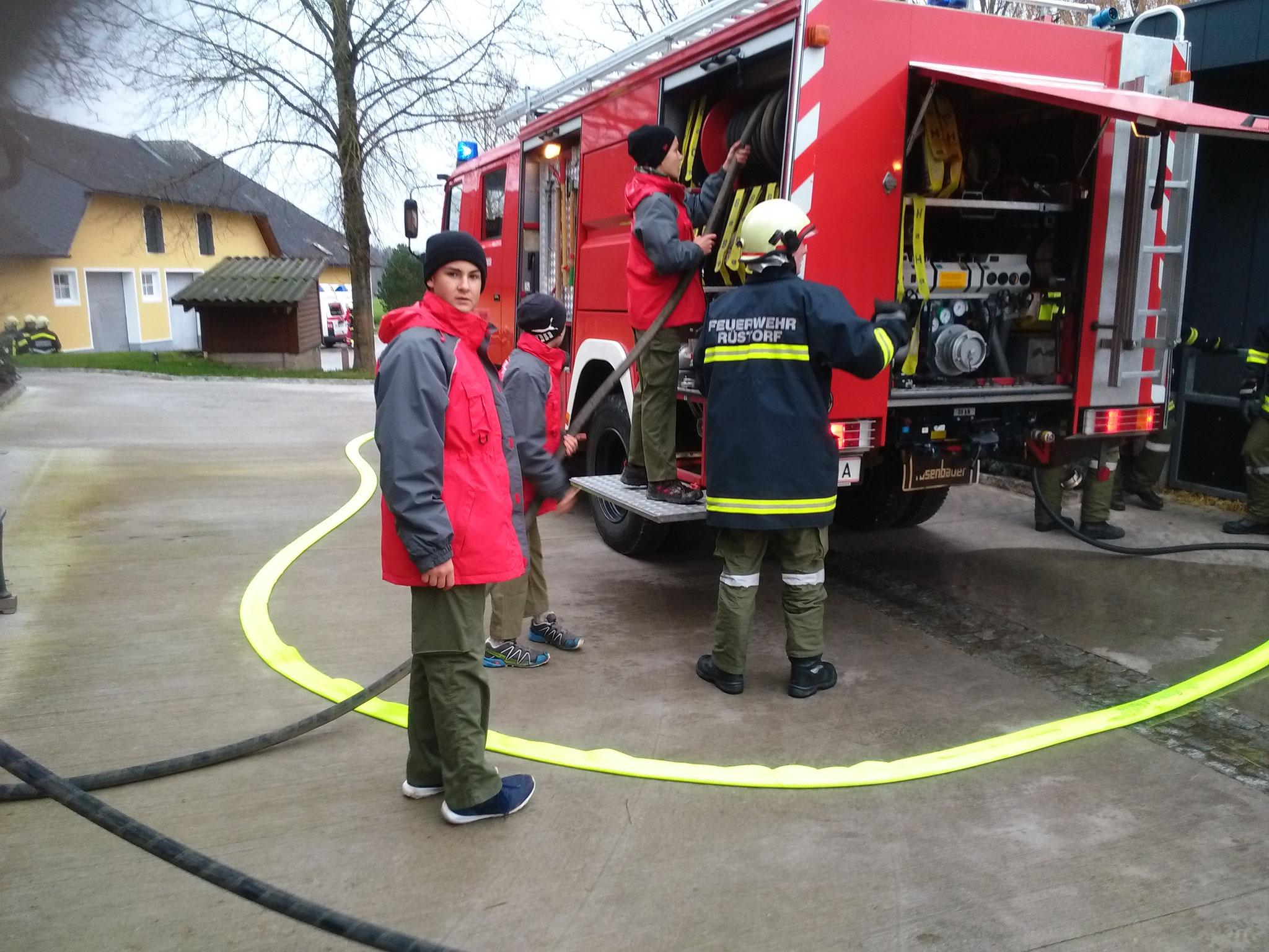 was uns im ernstfall zum beispiel bei groen einstzen zu gute kommt wir bedanken uns bei der familie htthaler dass wir die bung an ihrem musterhof - Feuerwehrubungen Beispiele