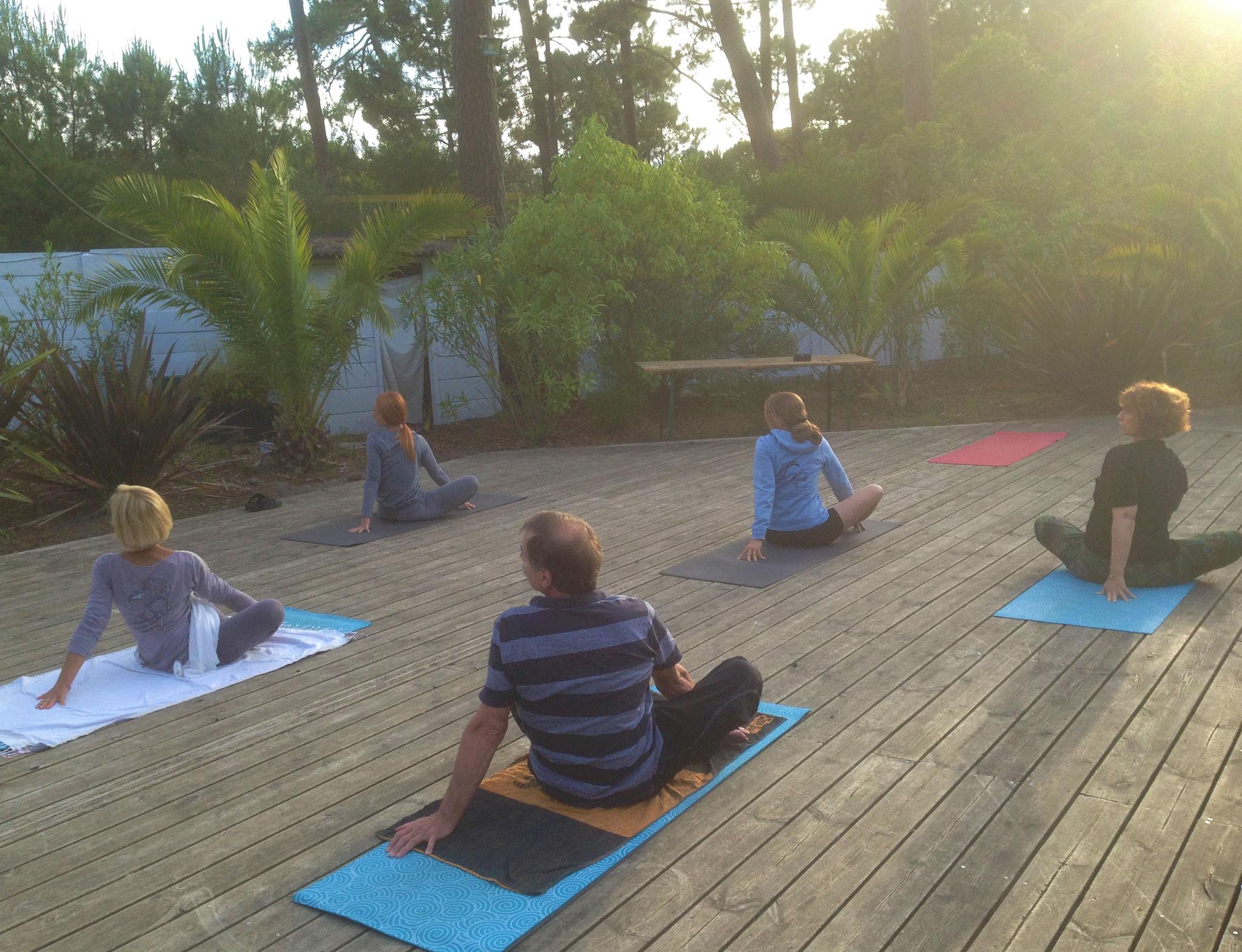 Séance de yoga à Cap Golf