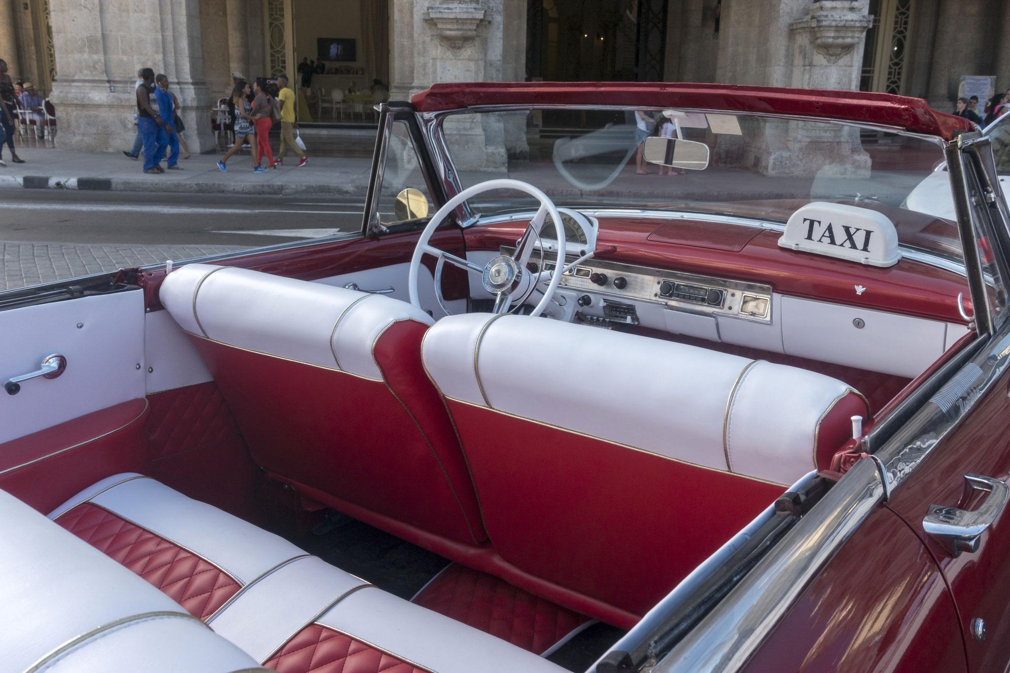 Taxi am Gran Teatro de La Habana