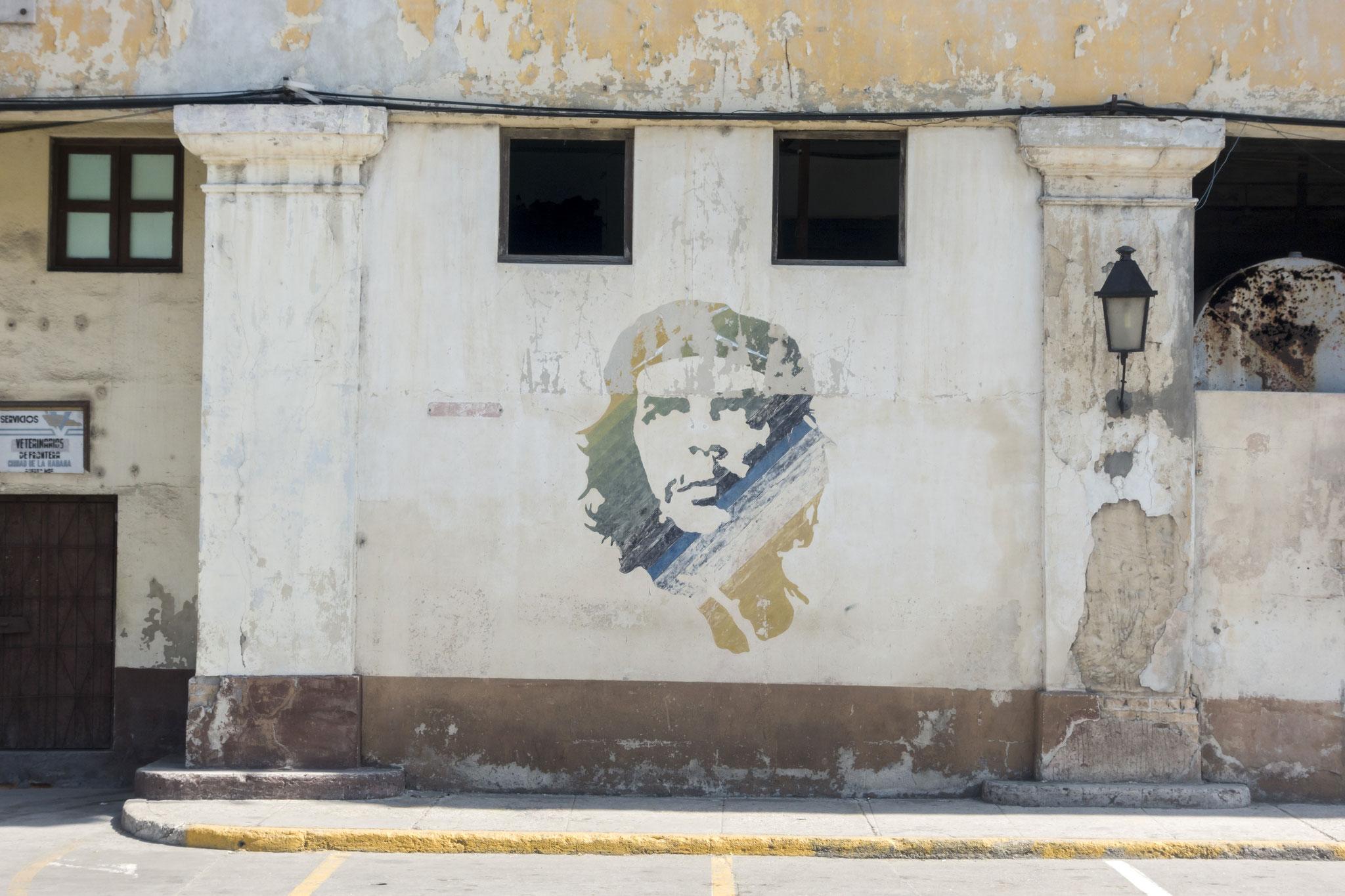 selten in der Altstadt zu sehen: Portraits von Che Guevara oder Fidel Castro