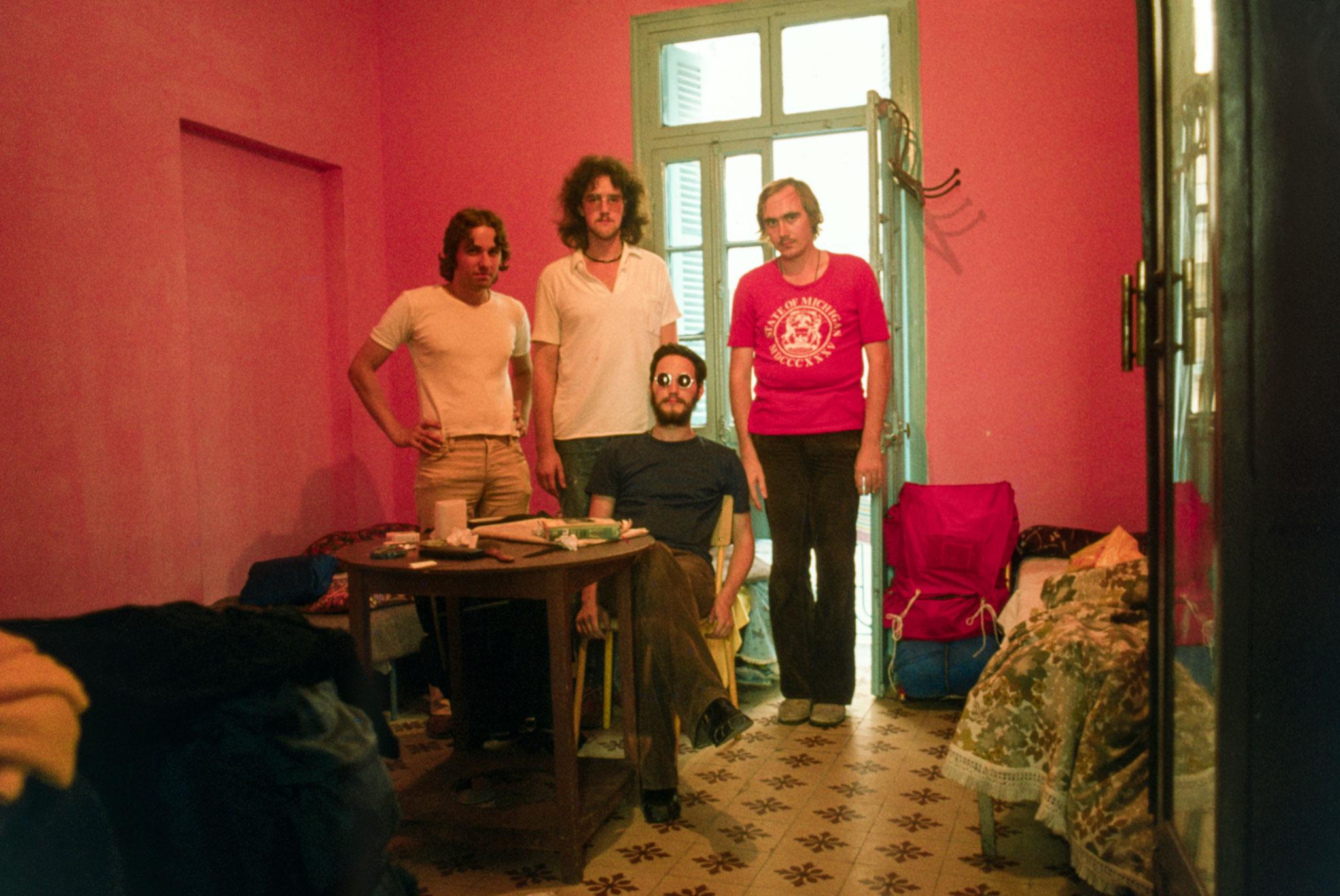 Gruppenbild im Hotelzimmer in Tanger