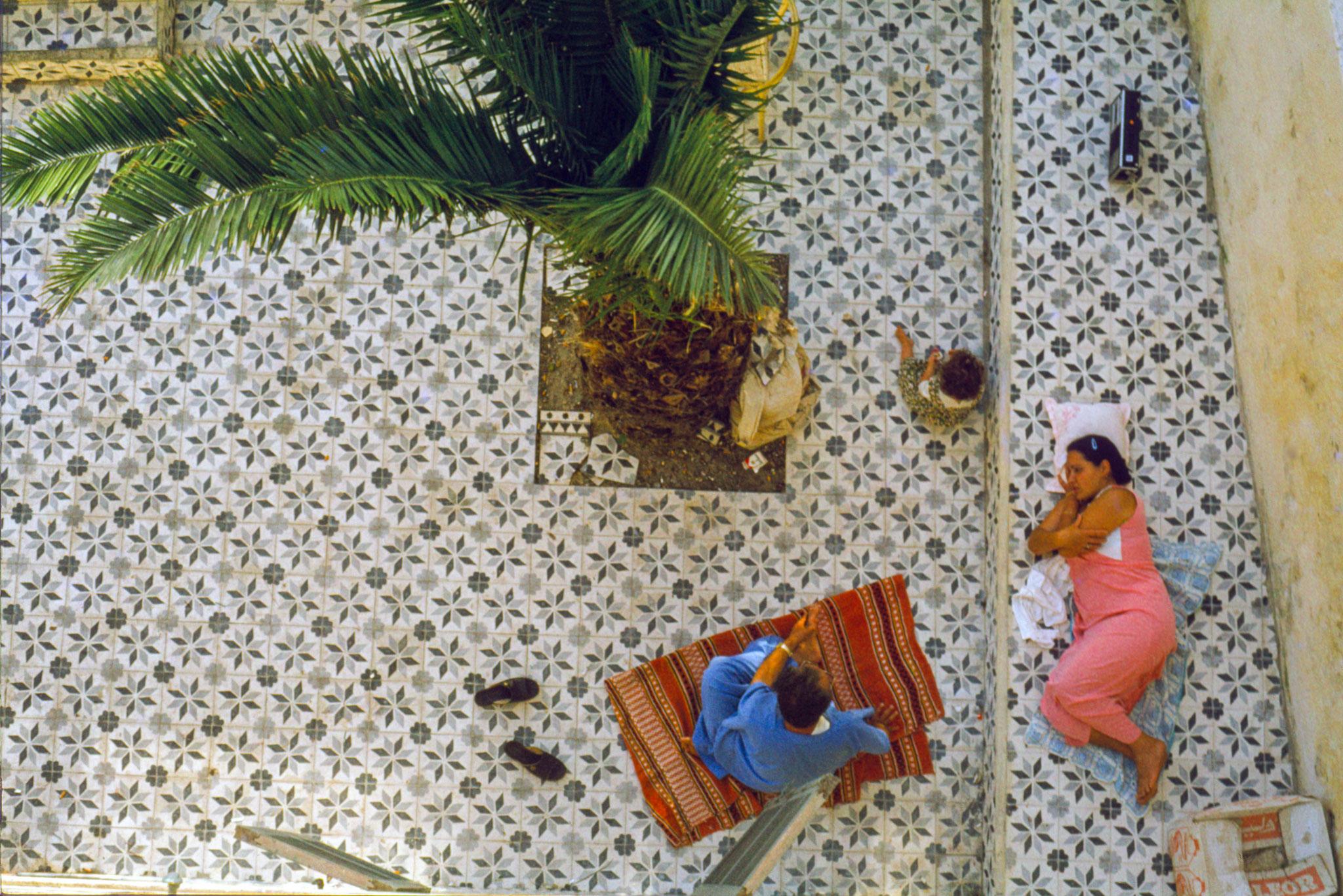 Tanger, Blick vom Dach unseres Hotels in den Innenhof