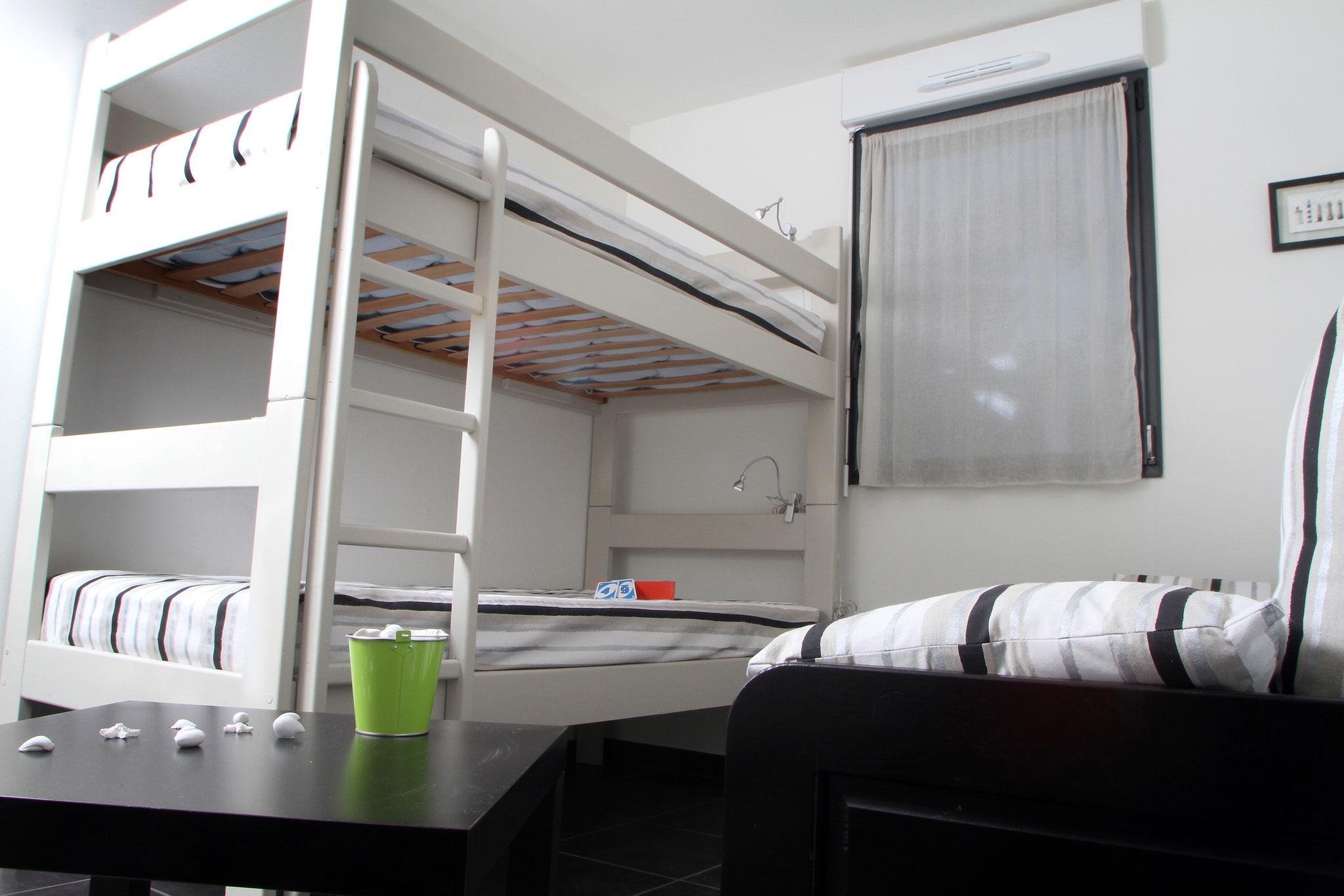 La chambre avec une capacité de 4 couchages