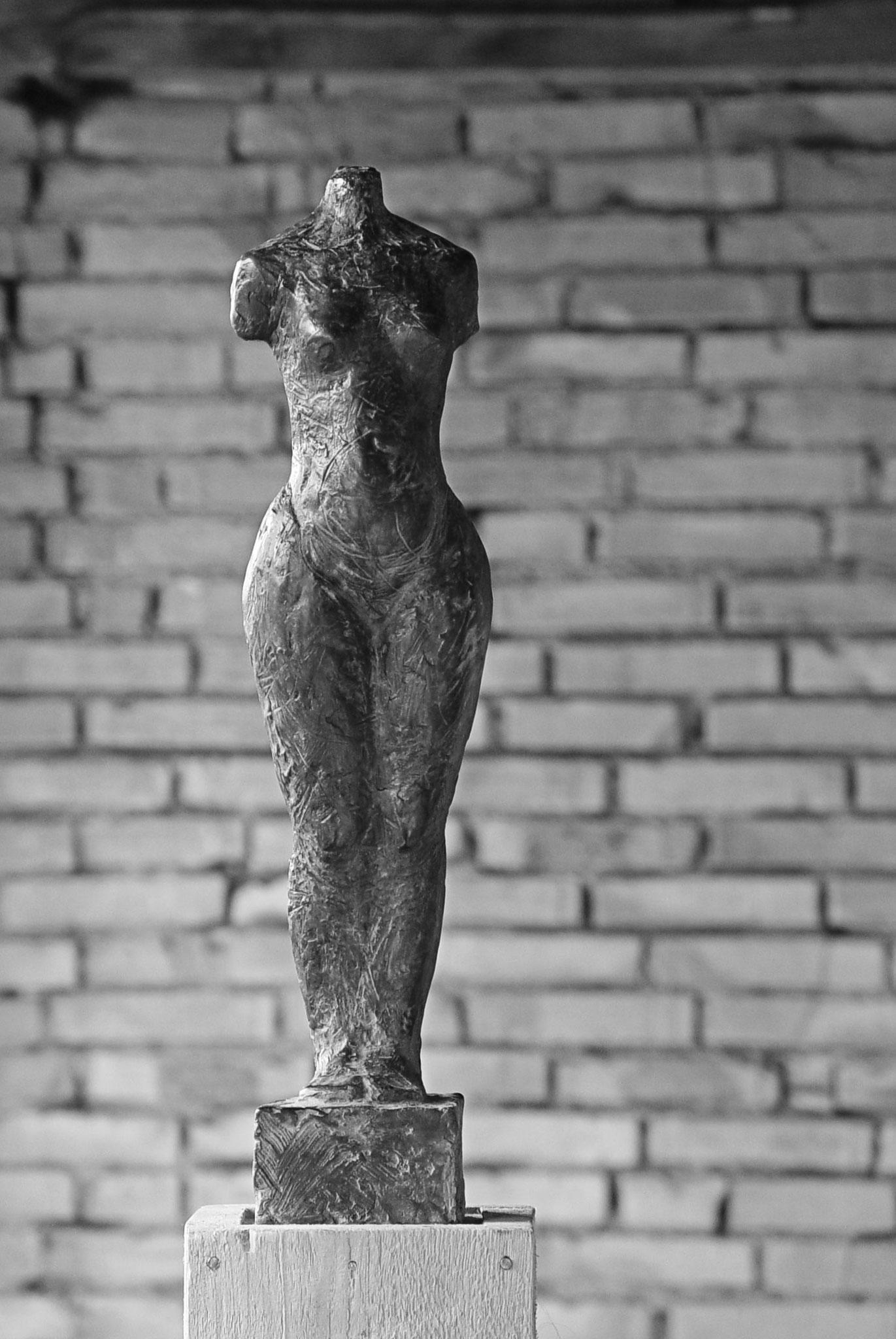 Frauenakt Torso Bronze Plastik Ursula Wiedemer