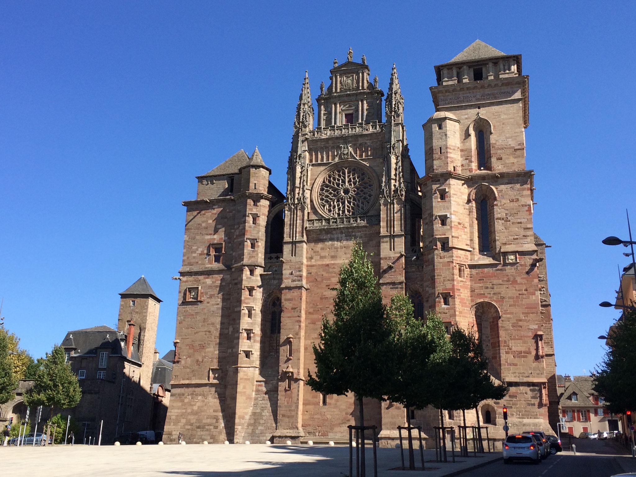 cathédrale de Rodez en grès rose