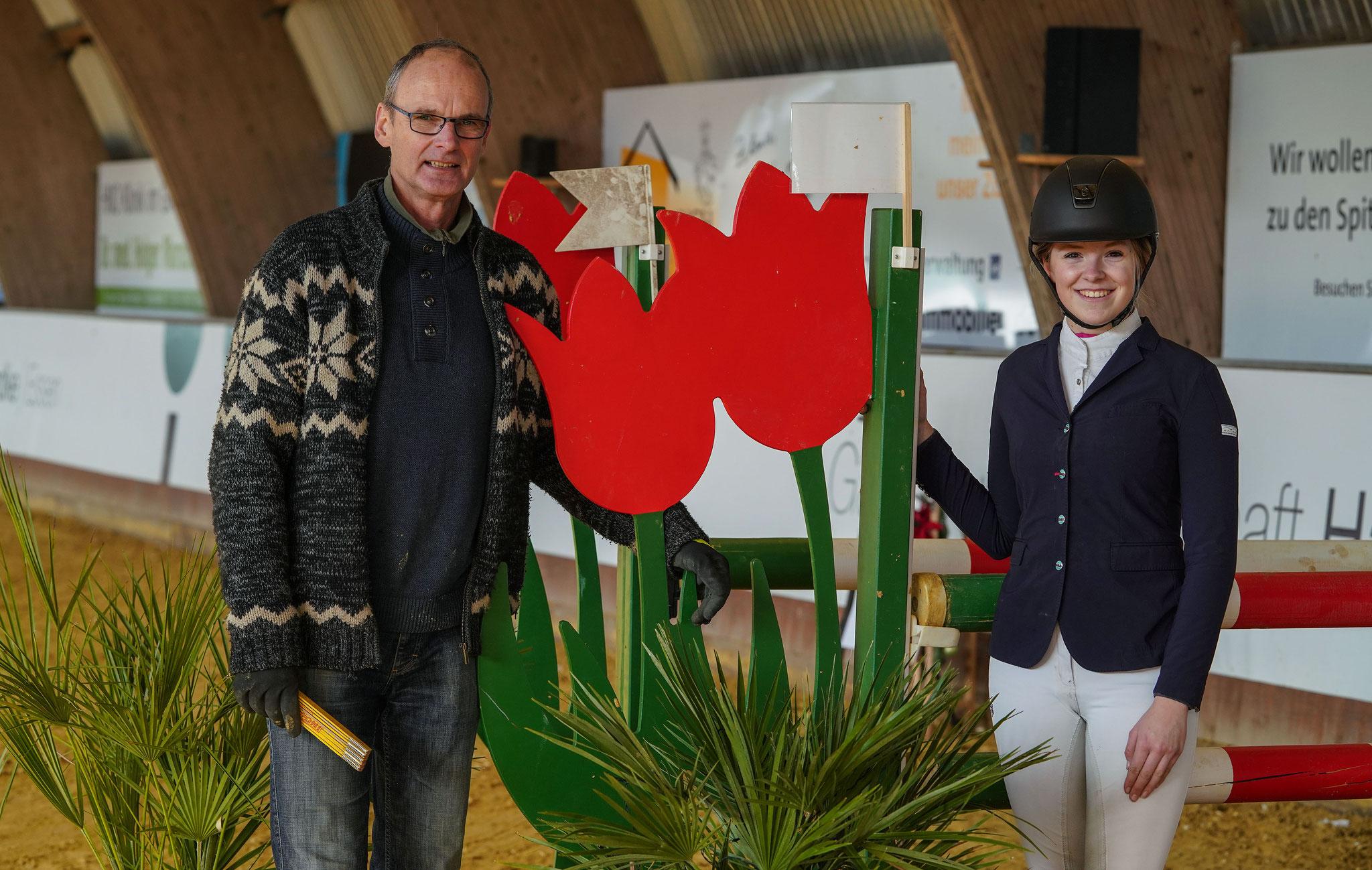 Heiner Kohler konnte als Parcourschef am Wochenende bis zur höchsten nationalen Klasse aufbauen; hier zu sehen mit RSV-Erfolgsreiterin Katharina Handke.   Foto: Gohl
