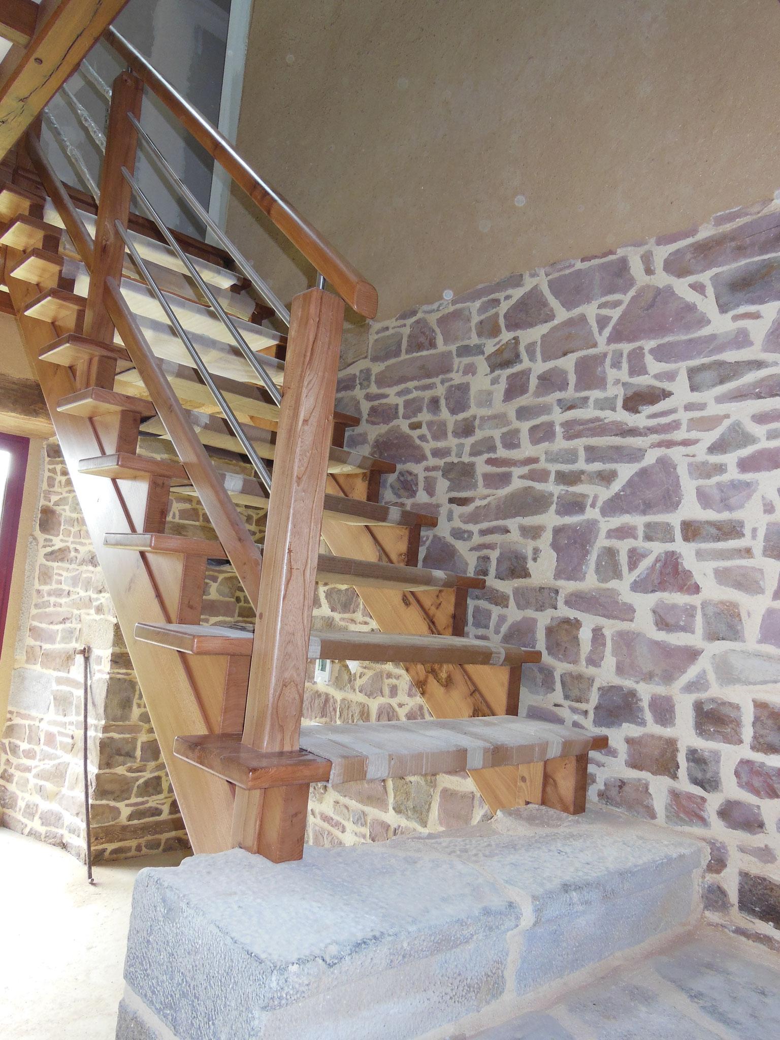 Escalier bois et tube