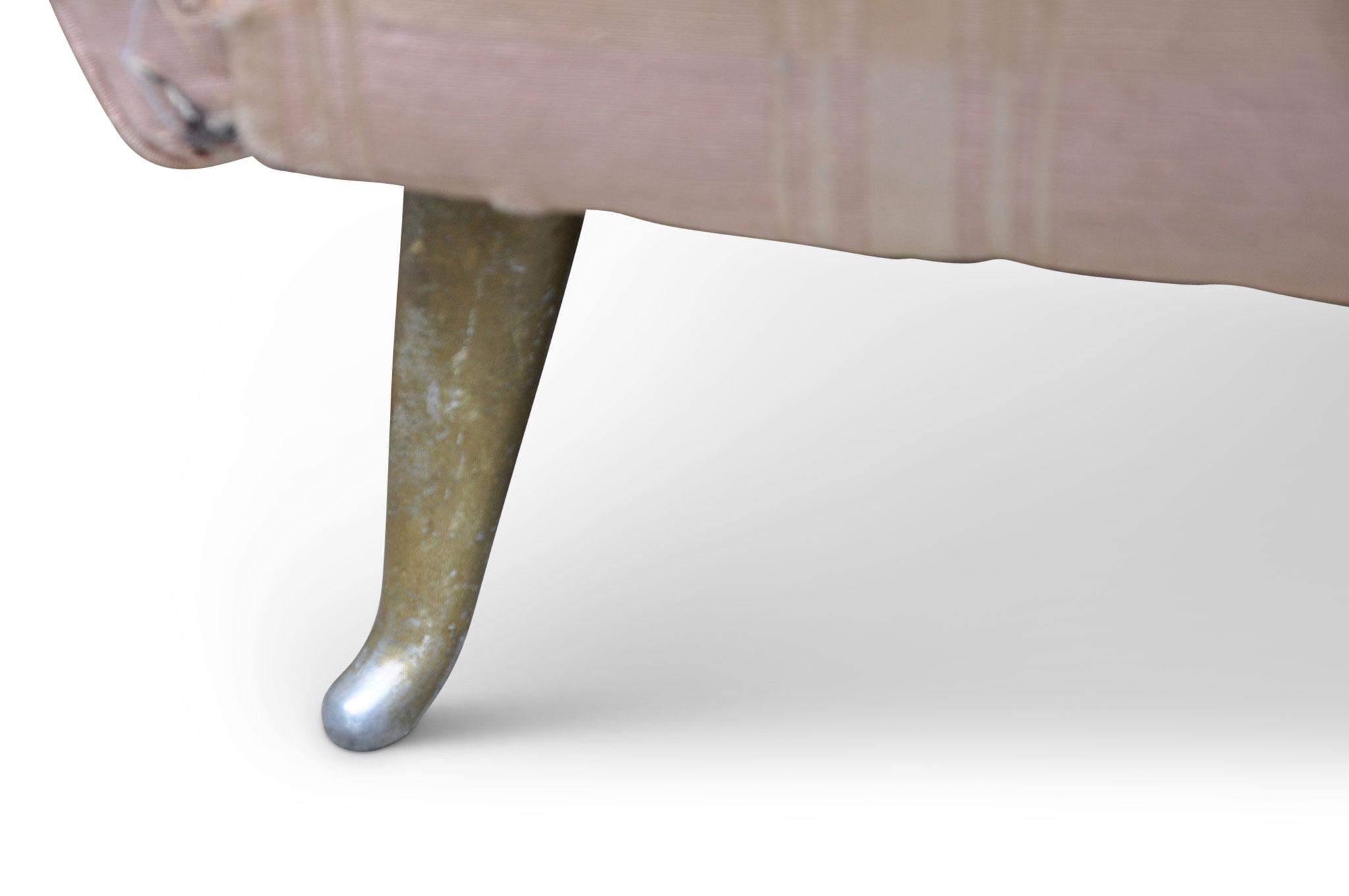Divano Isa Guglielmo Veronesi piede in alluminio finitura ottone