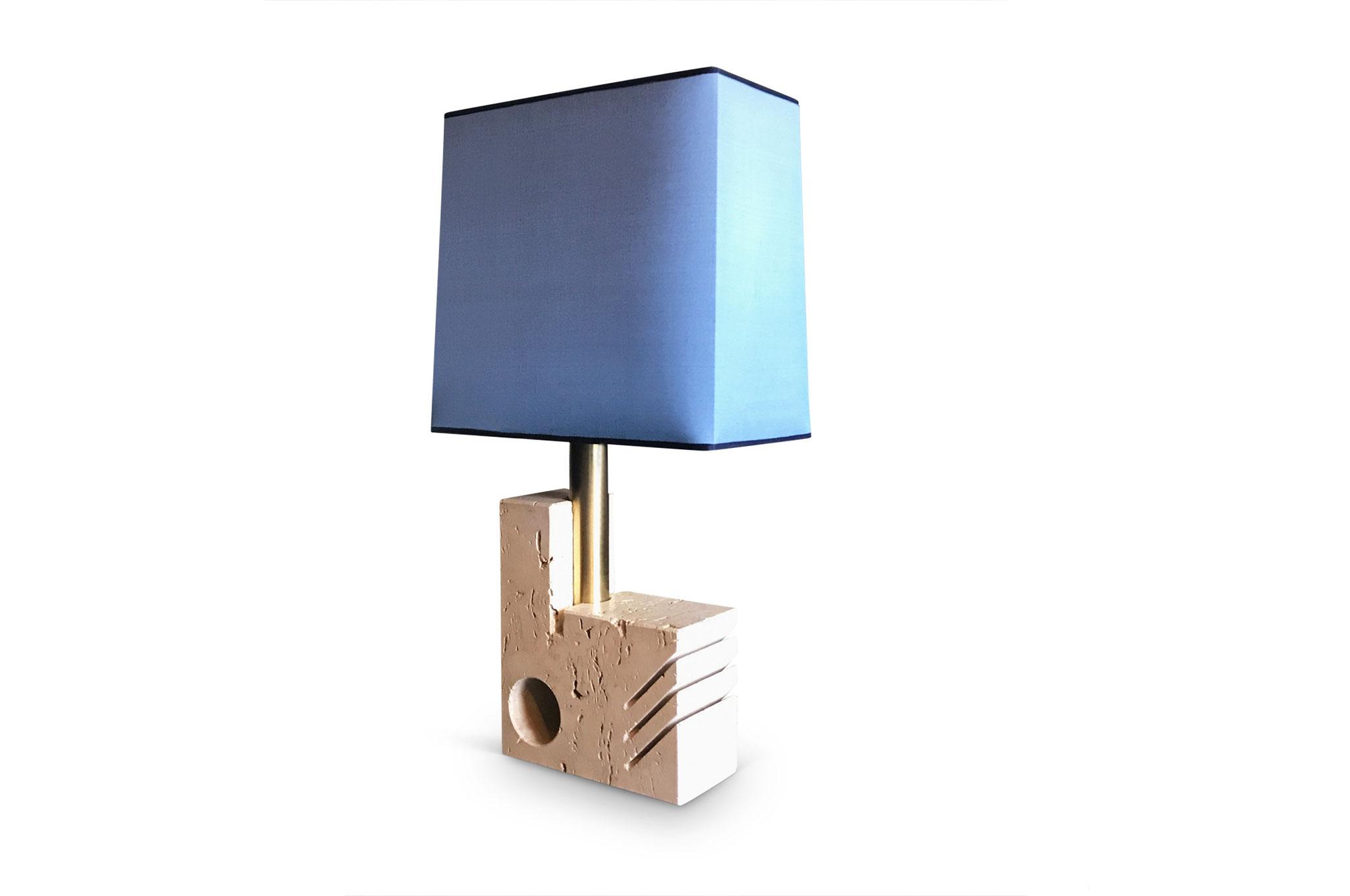 lampada da tavolo in travertino