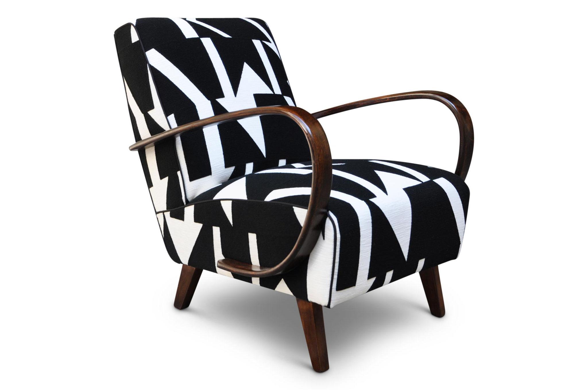 Poltrona Art Deco tappezzata in lino pesante ricamato geometrico