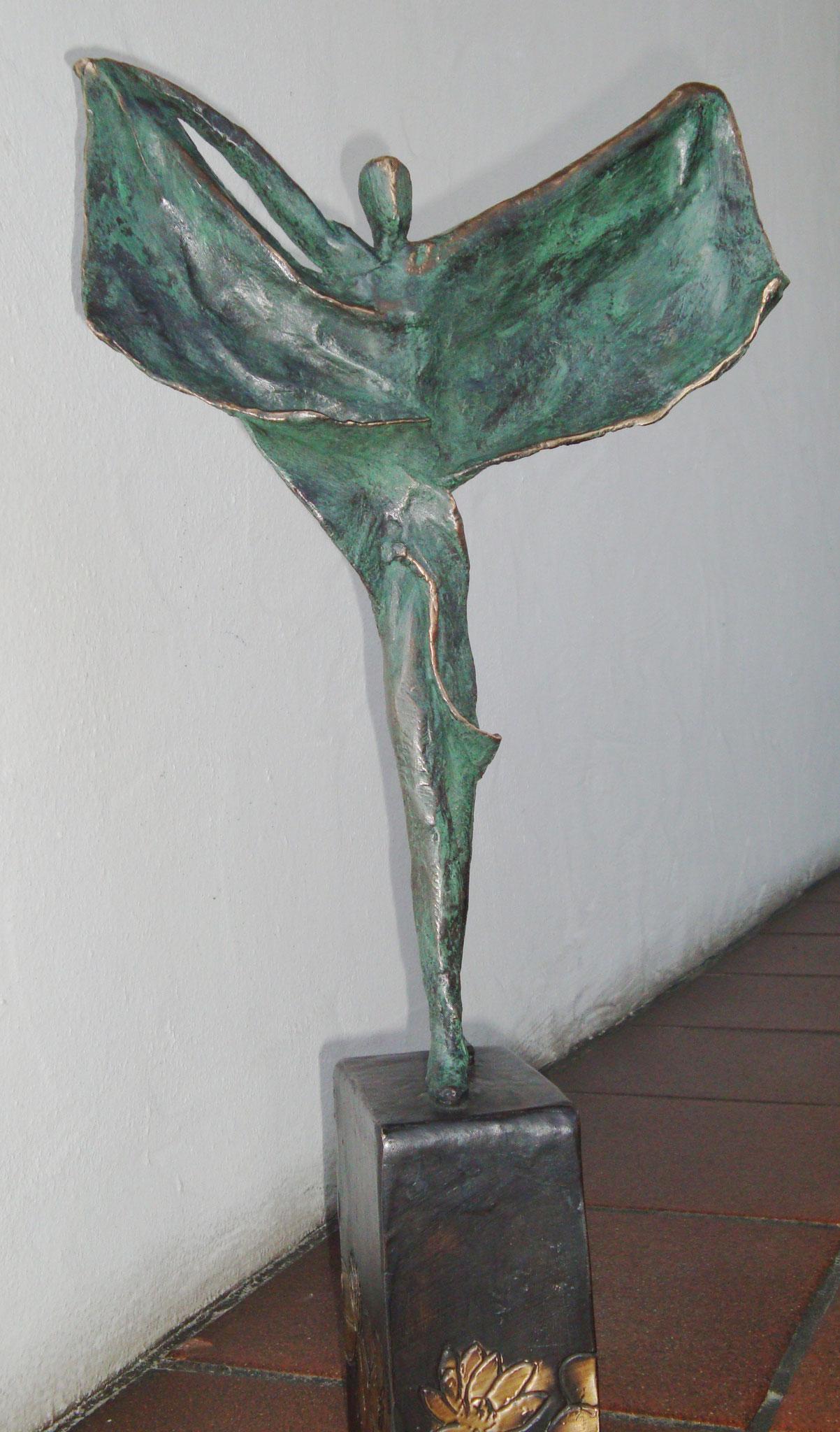 """Tanz am Seerosenteich"" - Bronze - 14x61x31 cm"