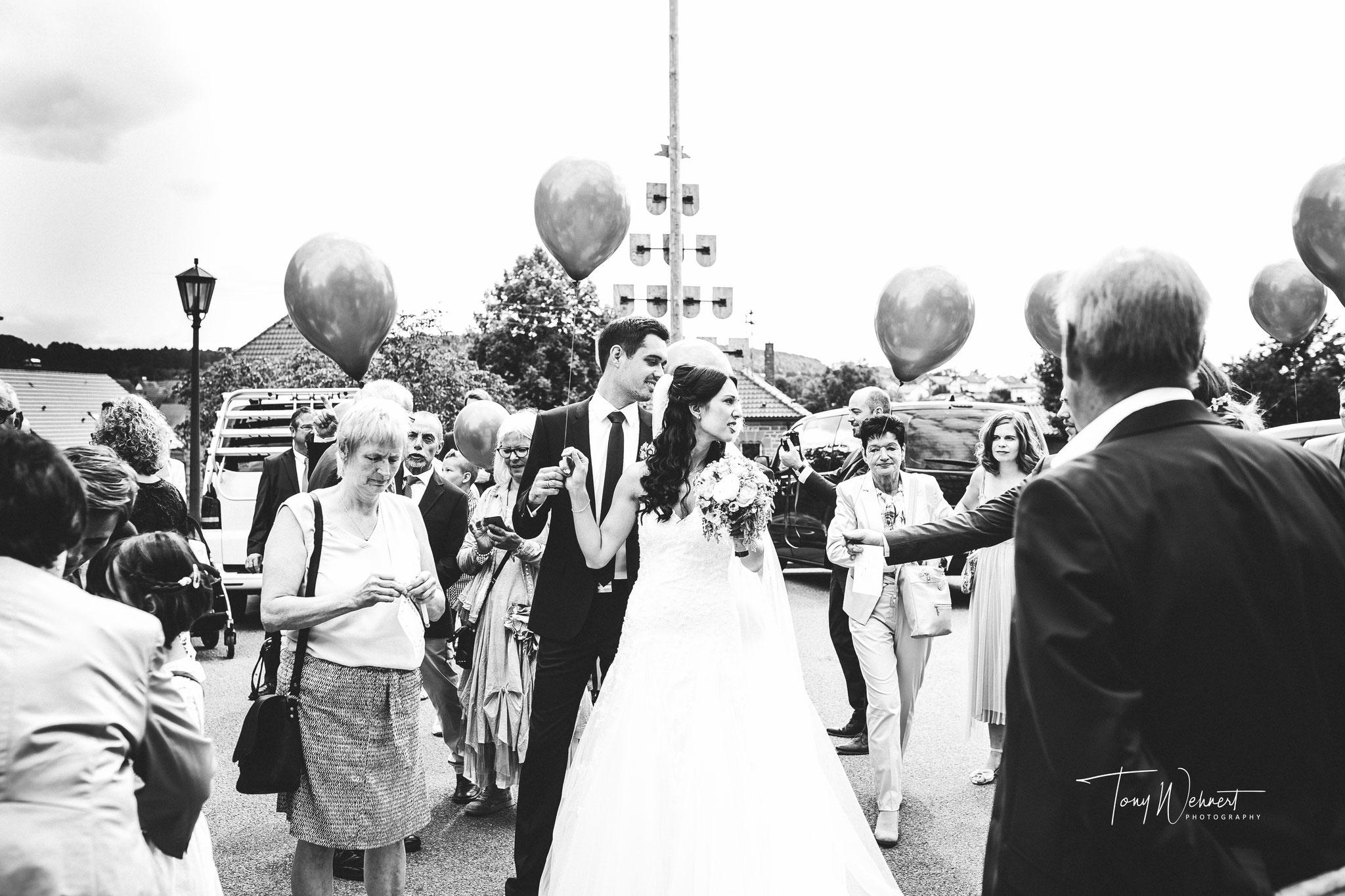 Hochzeitsspiele auf einer tollen Hochzeit eines jungen Paars