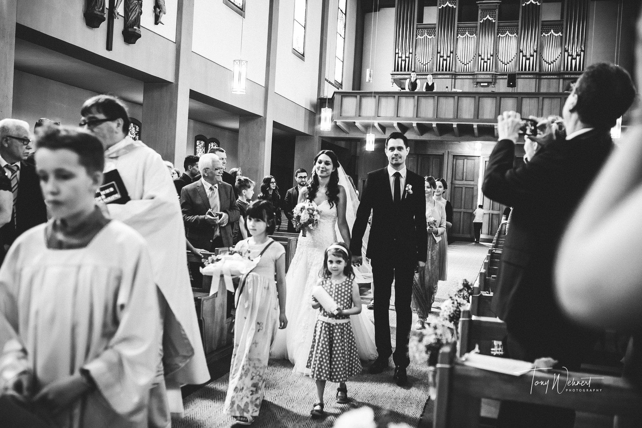 Einzug des Brautpaars in der Kirche
