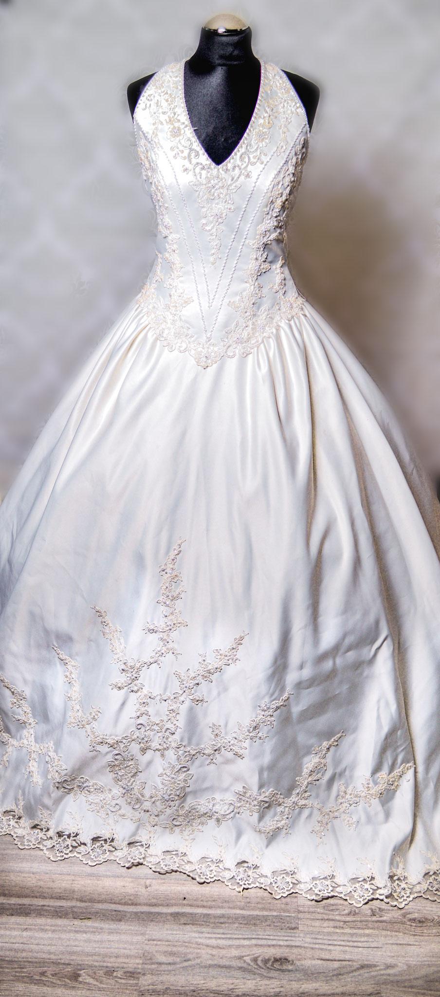 Nr. 5Traumhaftes Prinzessinen Kleid von Miss Kelly mit Swarowski Steinen Farbe: Ivory und 3m langer Schleppe EIN TRAUM ! Gr. 38-40