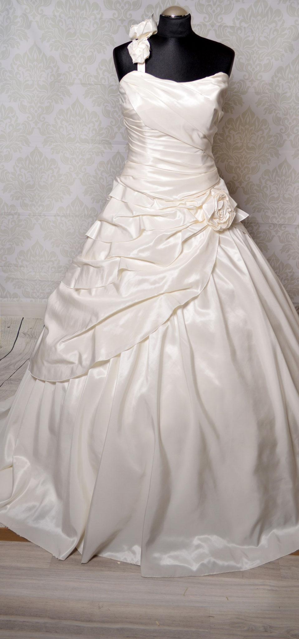 Nr. 6Zweiteiler: Rock sowie Korsage kann auch extra getragen werden Farbe : Ivory Gr. 40