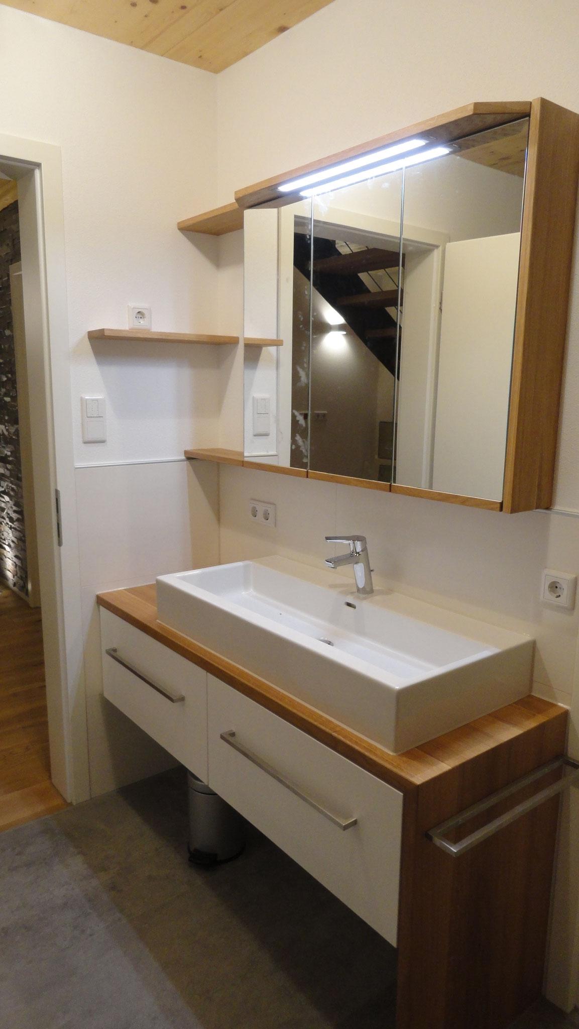 Waschtisch und Spiegelschrank / Eiche massiv