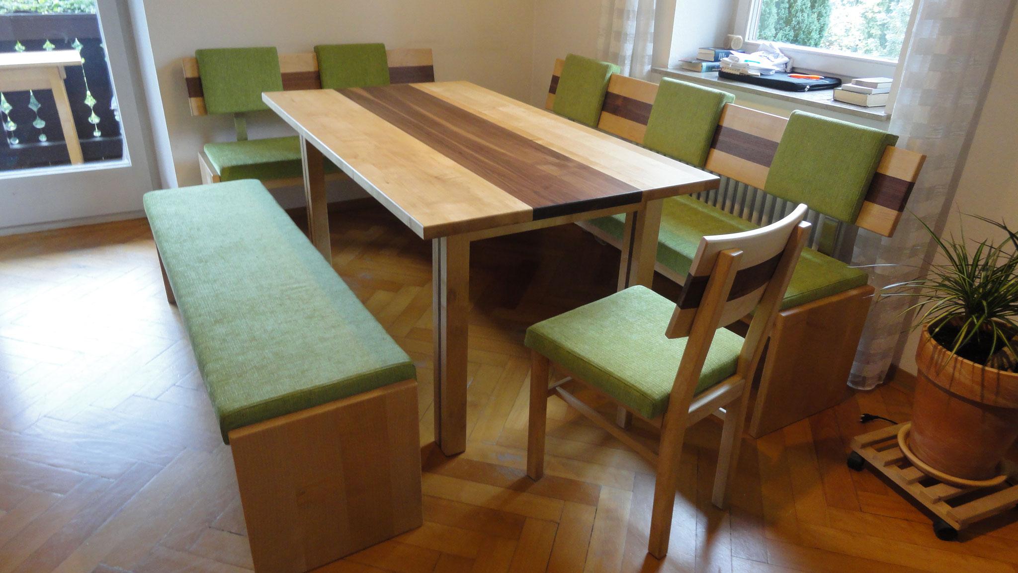 Essbereich / gepolstert / ausziehbarer Tisch / Ahorn & Nußbaum
