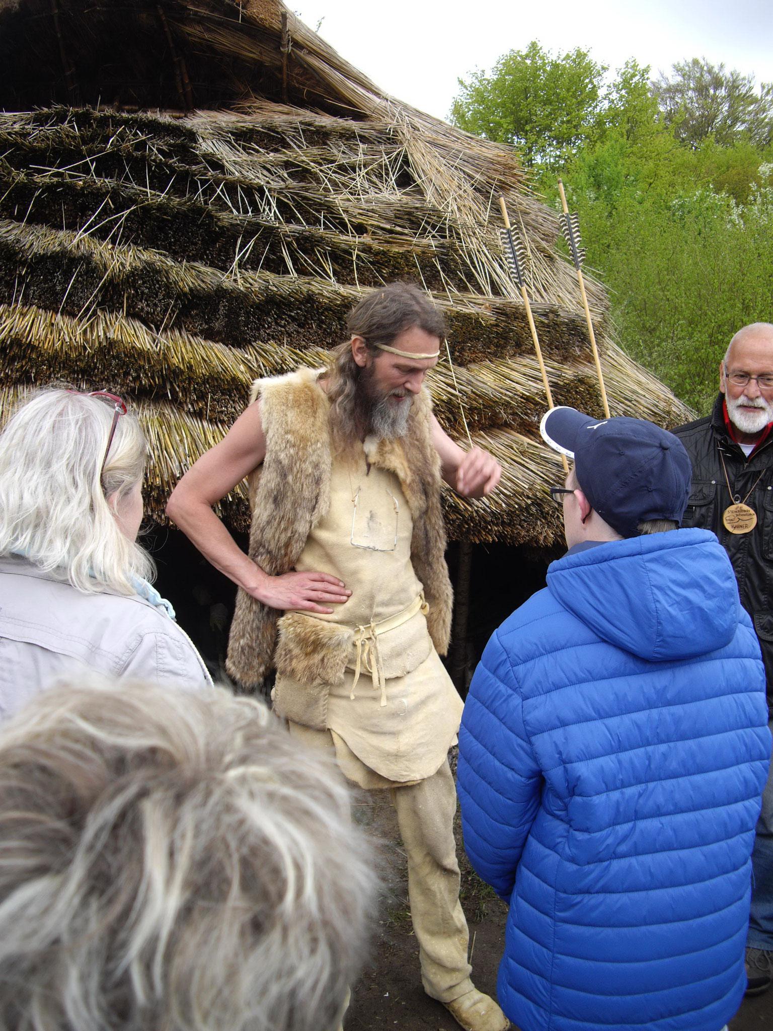 im Steinzeitpark trafen wir auf  Steinzeitmenschen