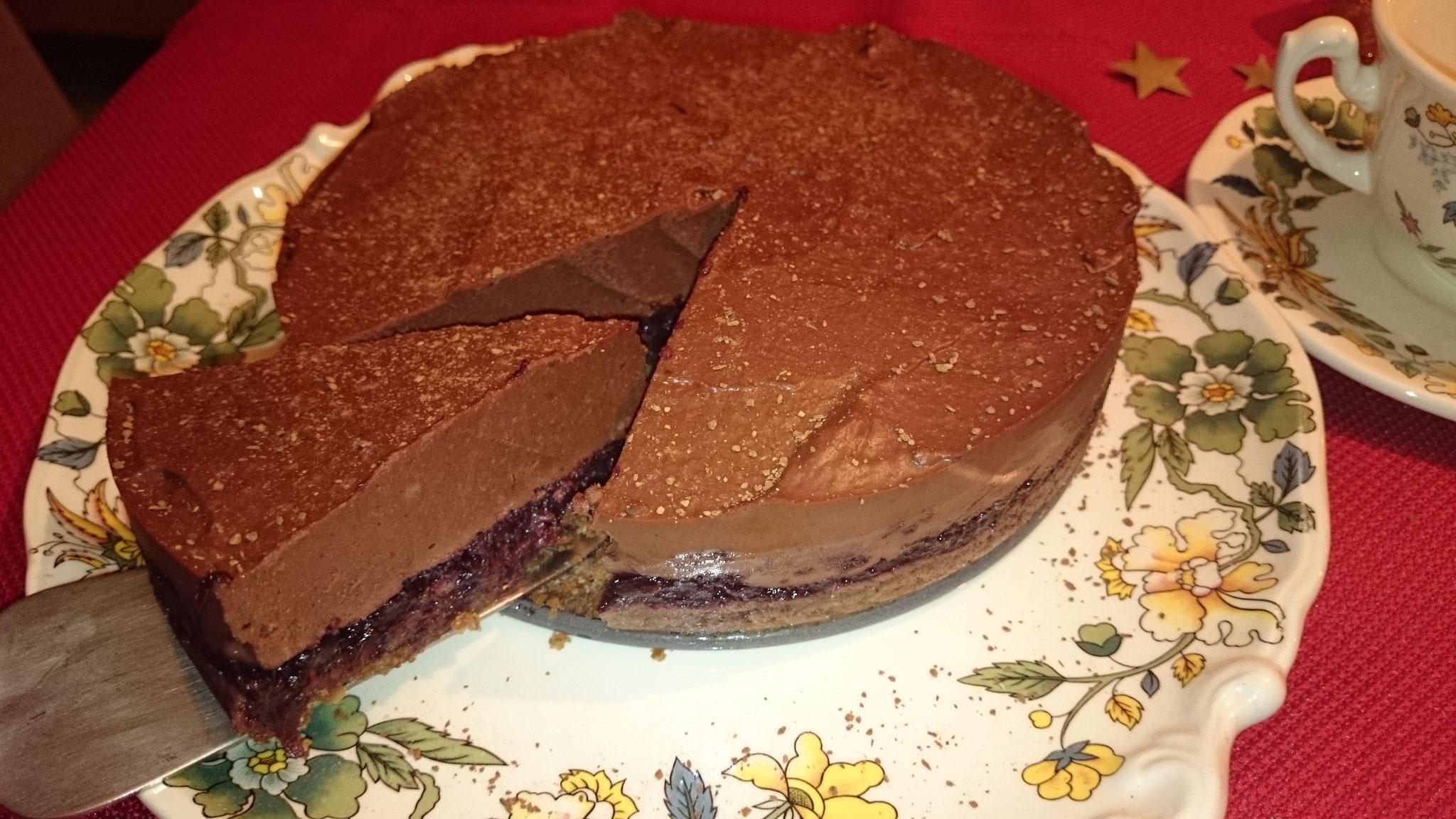 rohe Schoko-Torte aus Rohkakao