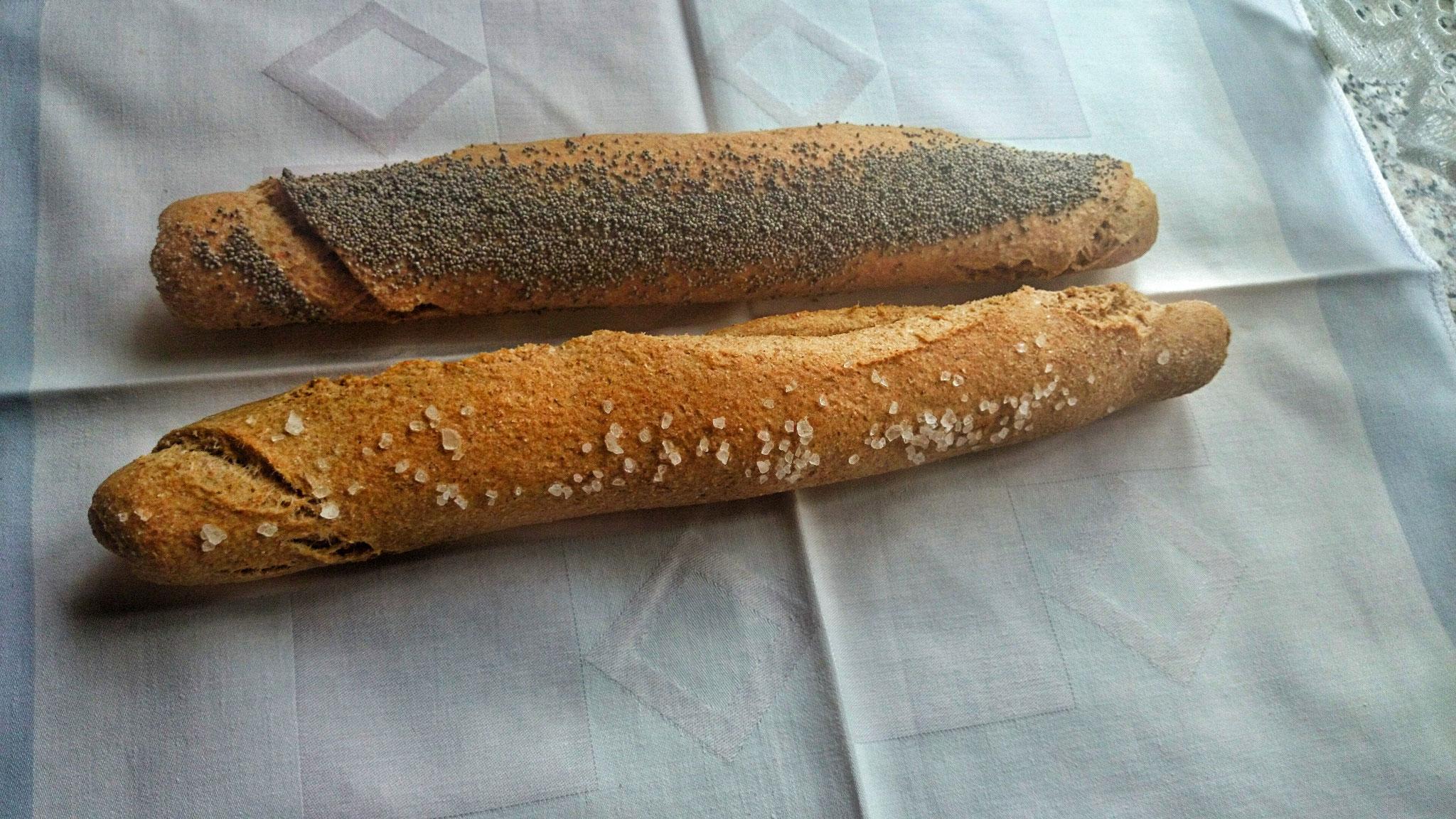 Dinkel-Salz- und Mohnstangerl