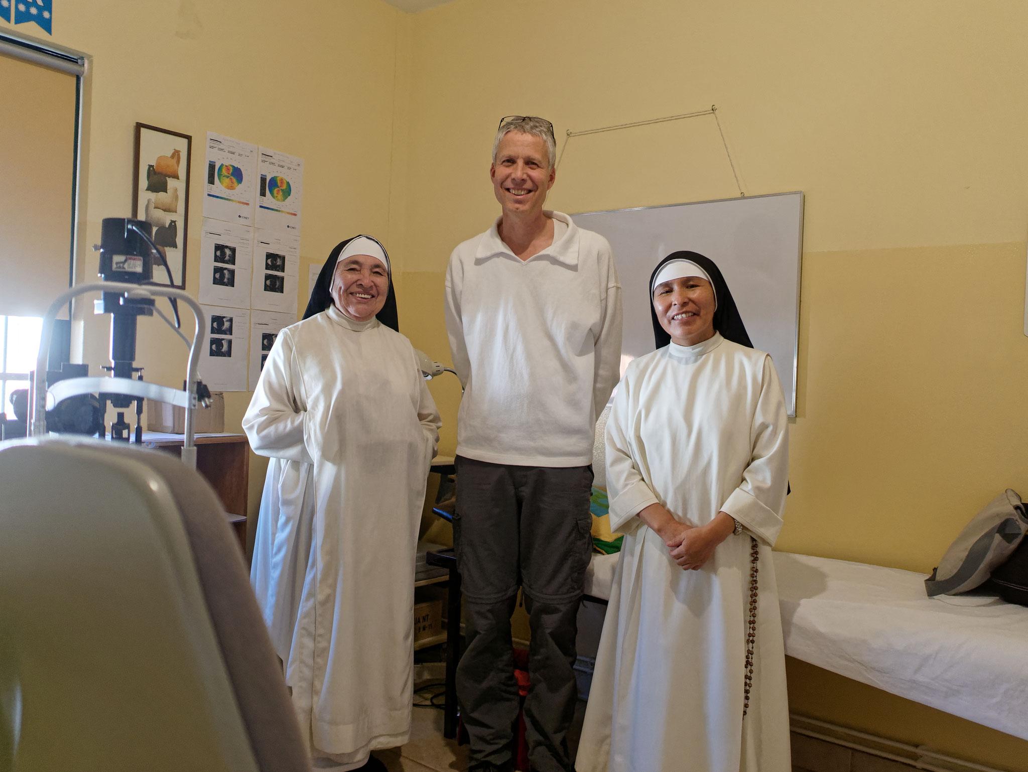 Hoher geistlicher Besuch aus Abancay. Einige Male waren Ordensschwestern aus Abancay Patientinnen von Werner.
