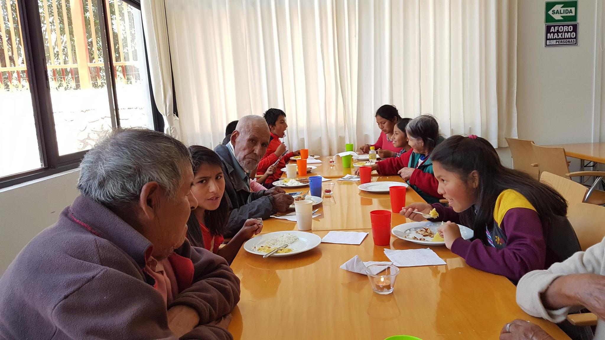 ... so konnten Jung und Alt ein leckeres Mittagessen genießen.