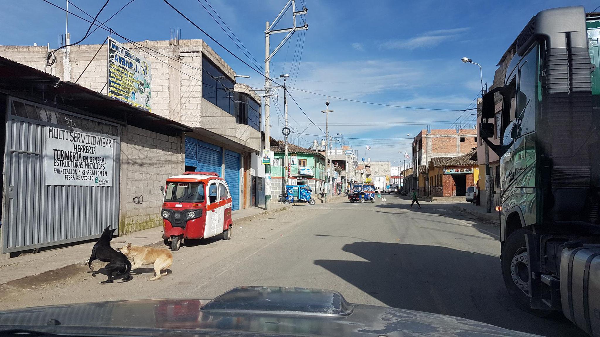Die nationale Durchganngsstraße durch Curahuasi.
