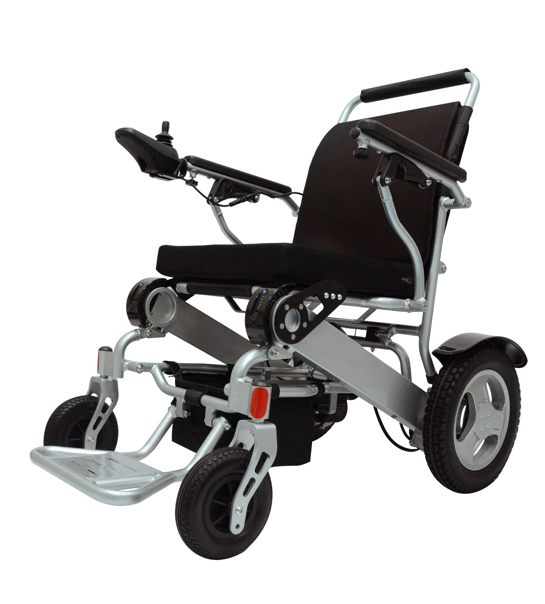 Der E-Rollstuhl ERGOFLIX® L von JBH wiegt 23,5 kg (26,5 kg mit Batterie). Das Material ist trotzdem so robust, dass Personen mit einem Gewicht von bis zu 160kg in den Genuss neuer Mobilität kommen können.
