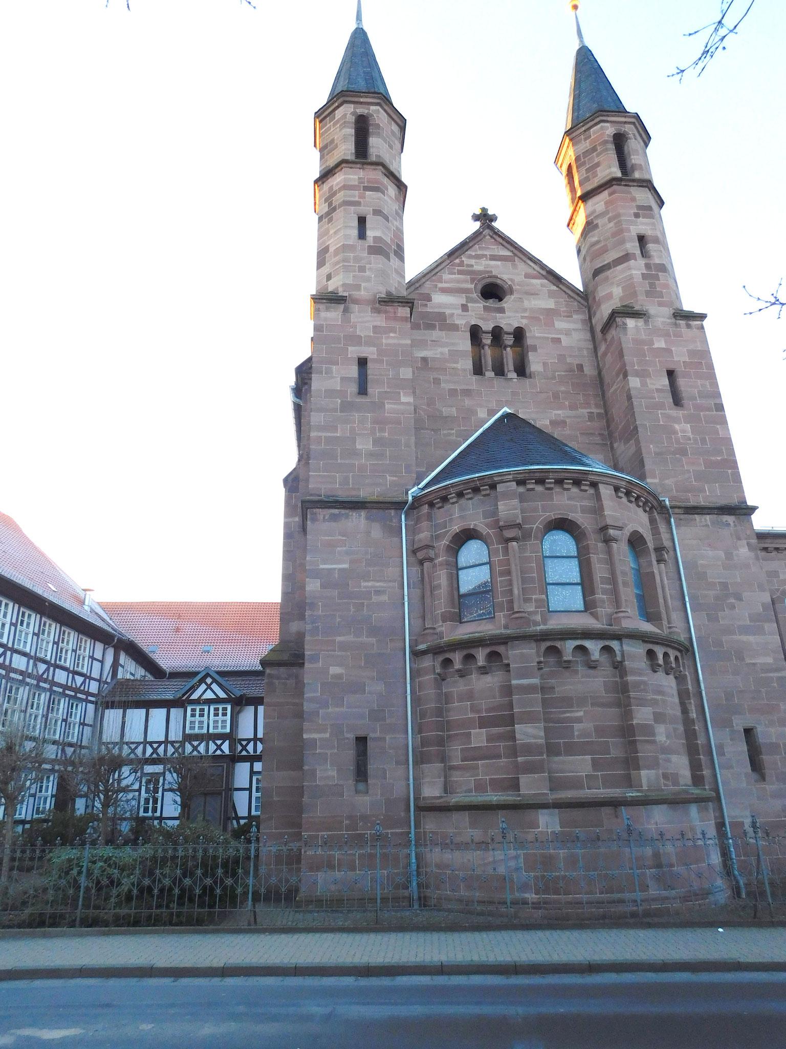 und die St. Ursula Kirche